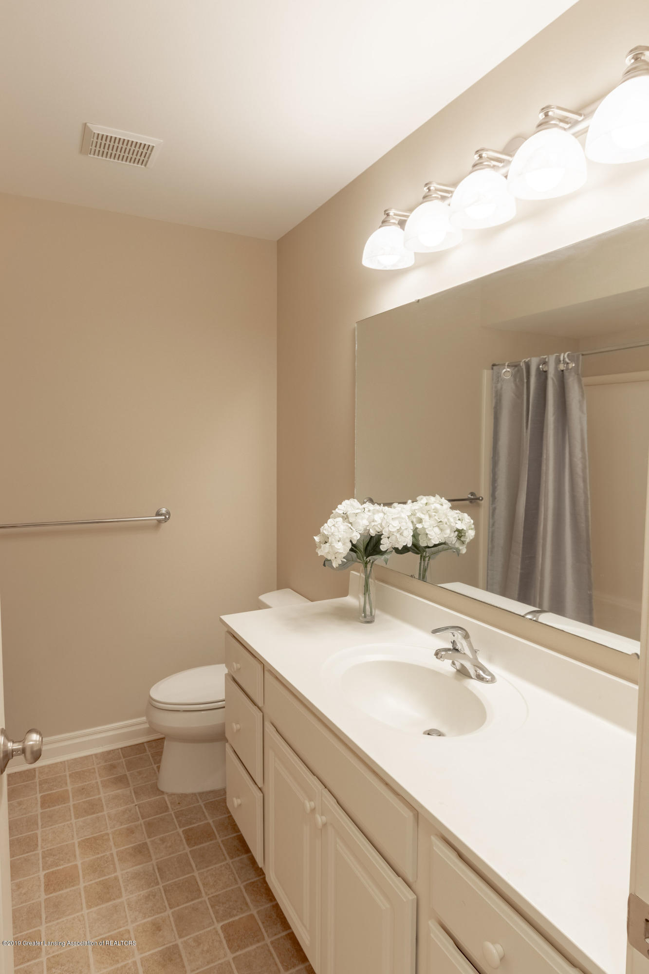 3585 W Arbutus Dr - Main Bathroom - 34