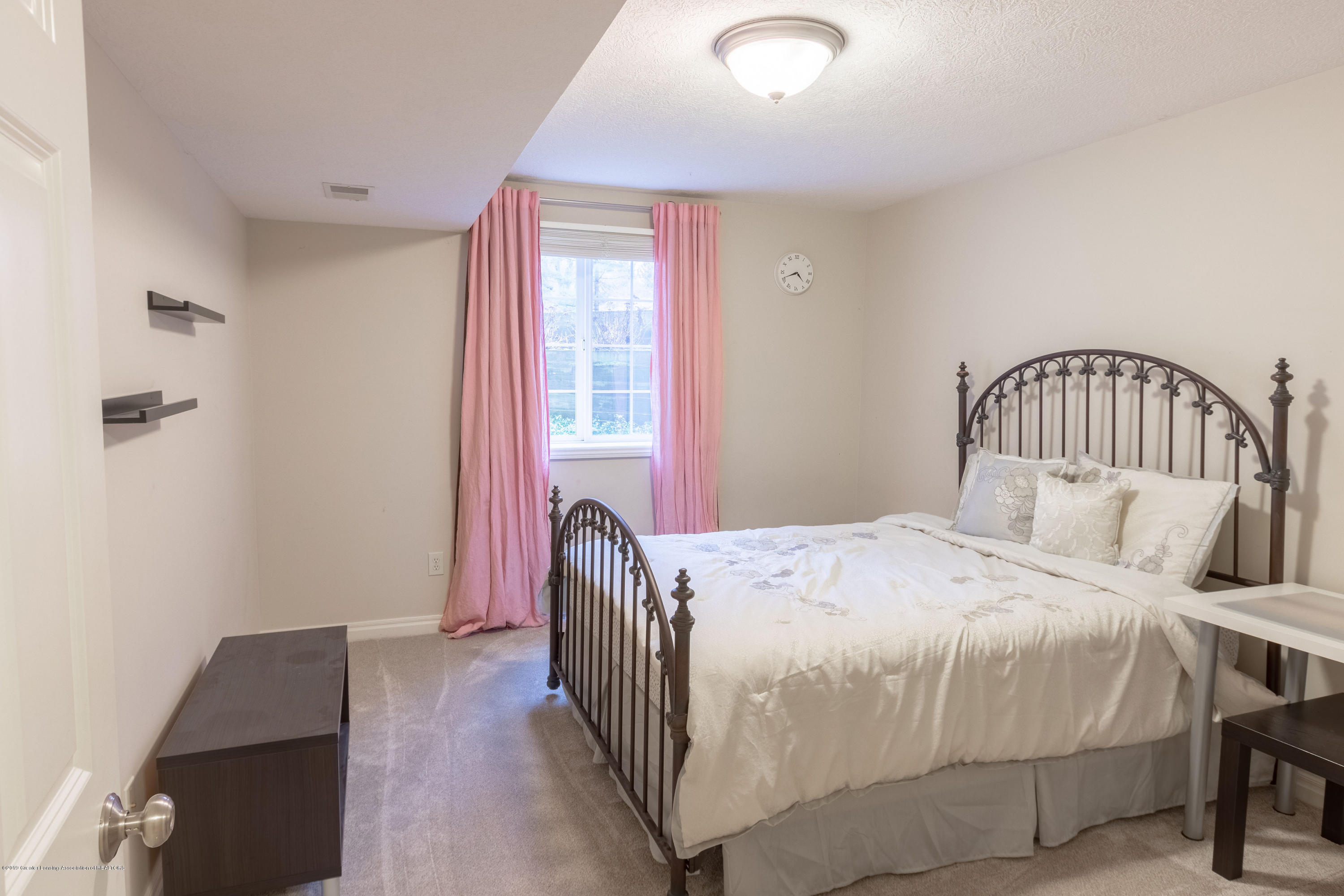 3585 W Arbutus Dr - Lower Level Bedroom - 39