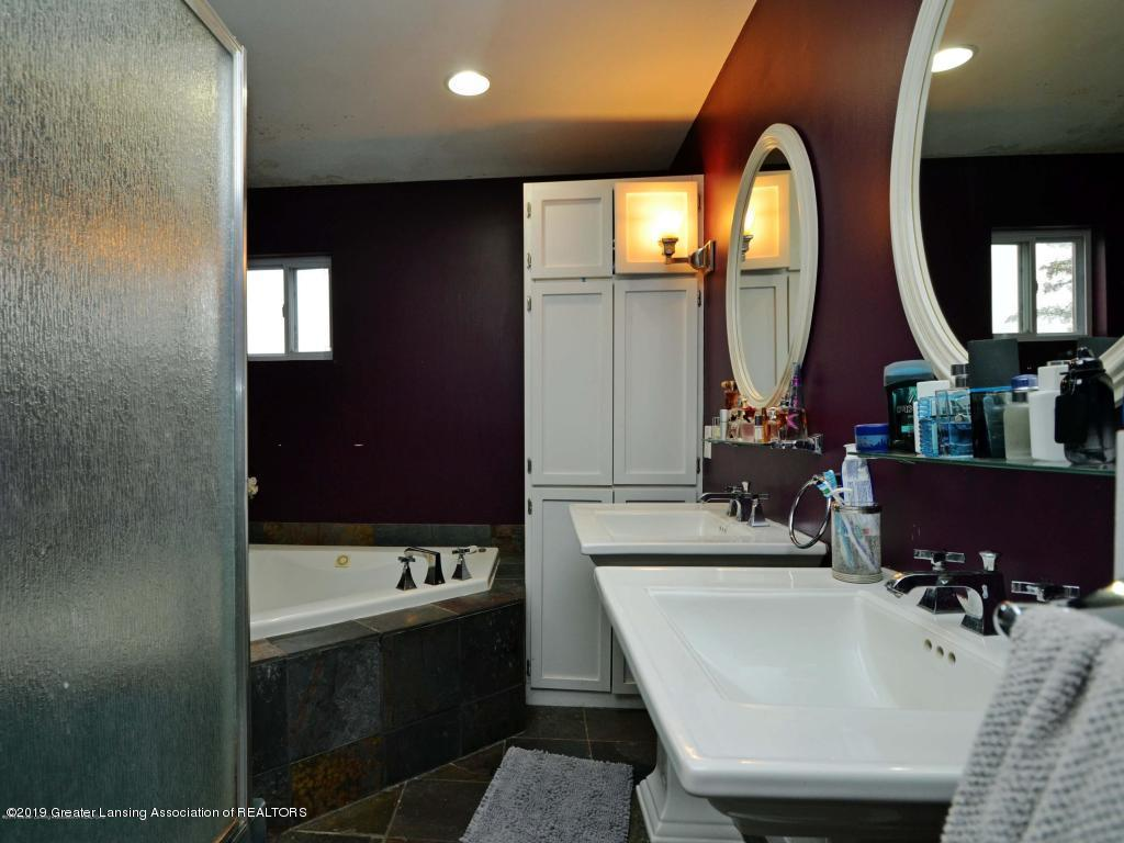 518 Lasalle Blvd - master bathroom - 8
