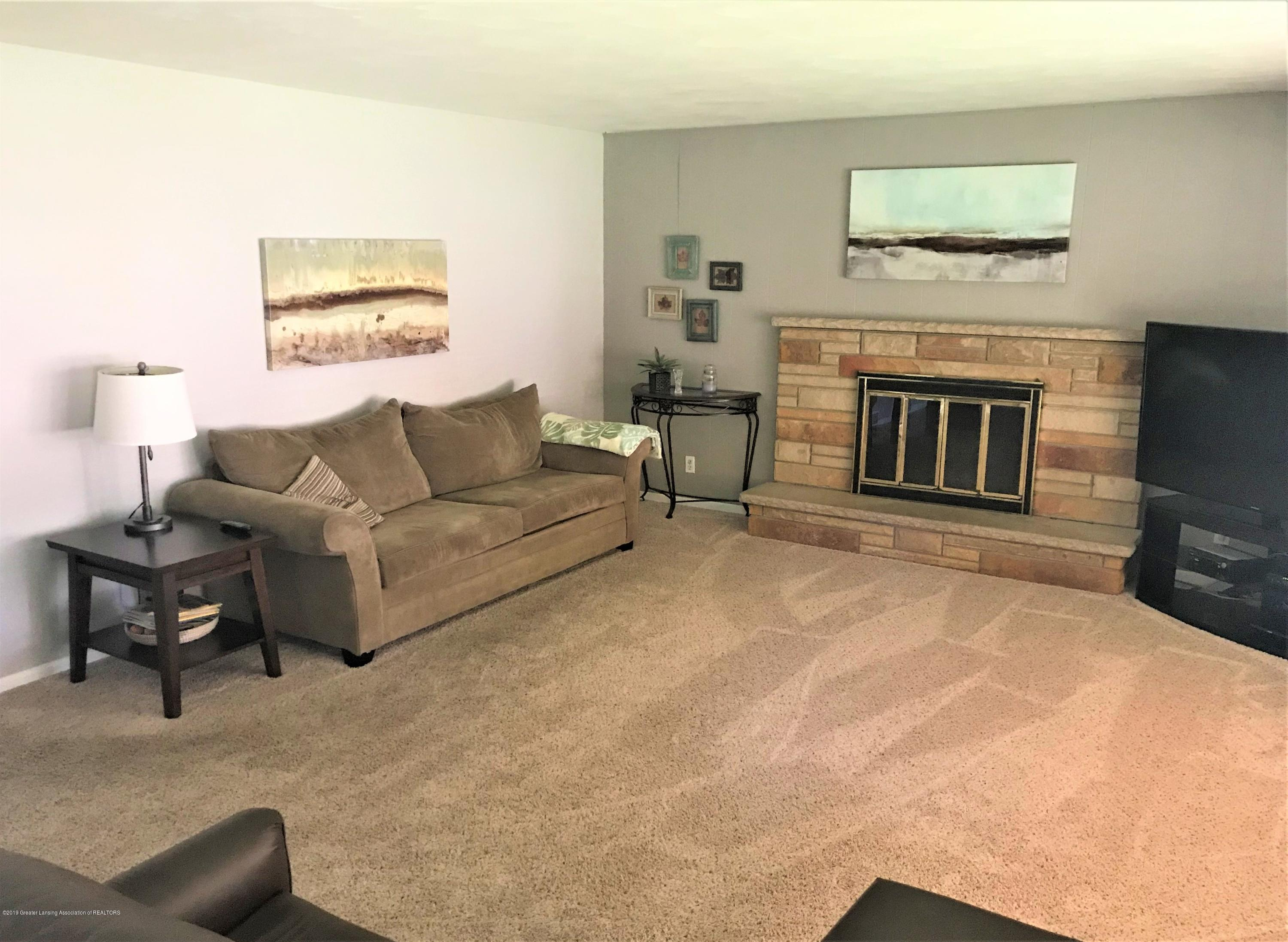 1335 Maycroft Rd - 5 Living RM Fireplace - 5