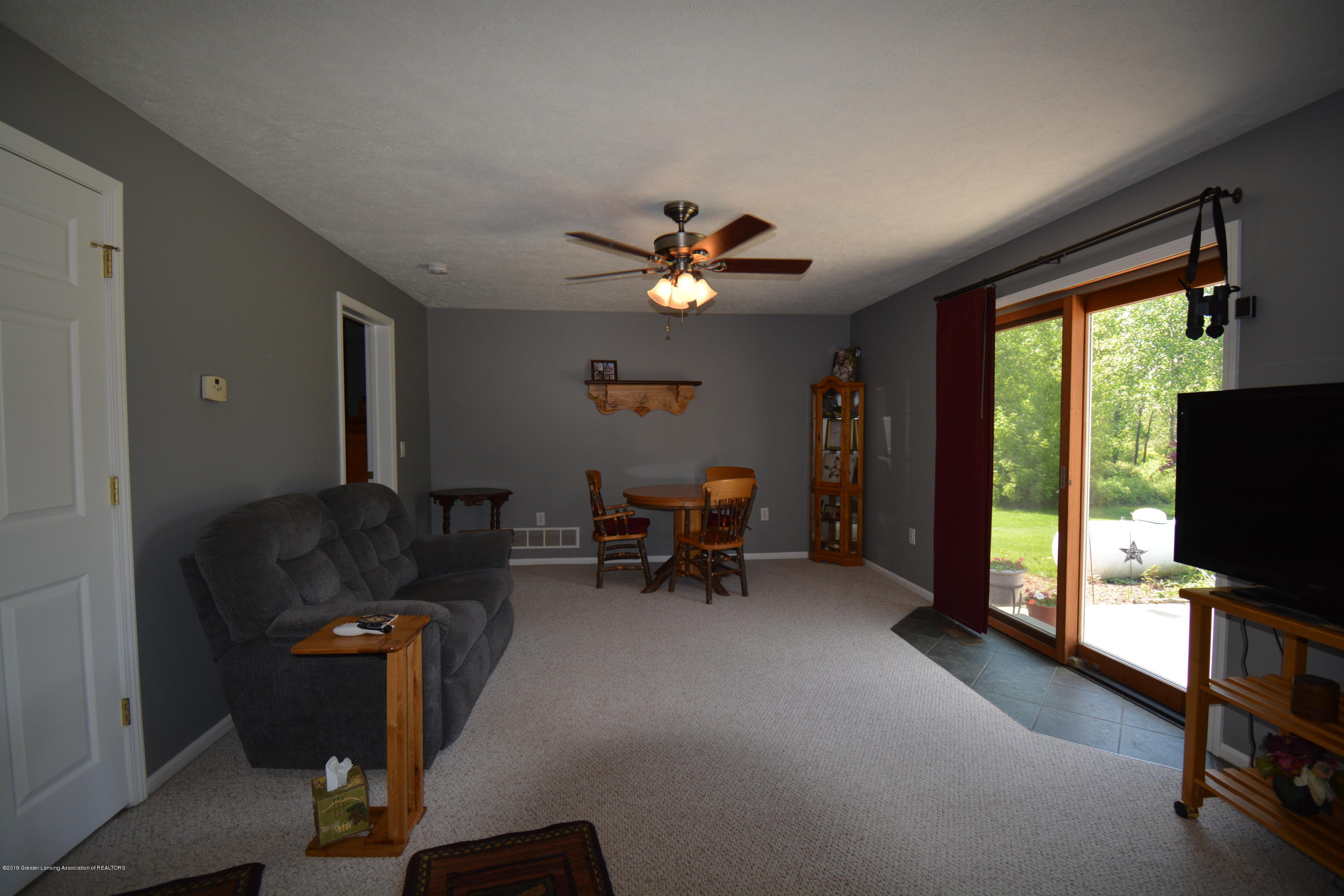 7459 Rossman Hwy - Family Room - 11