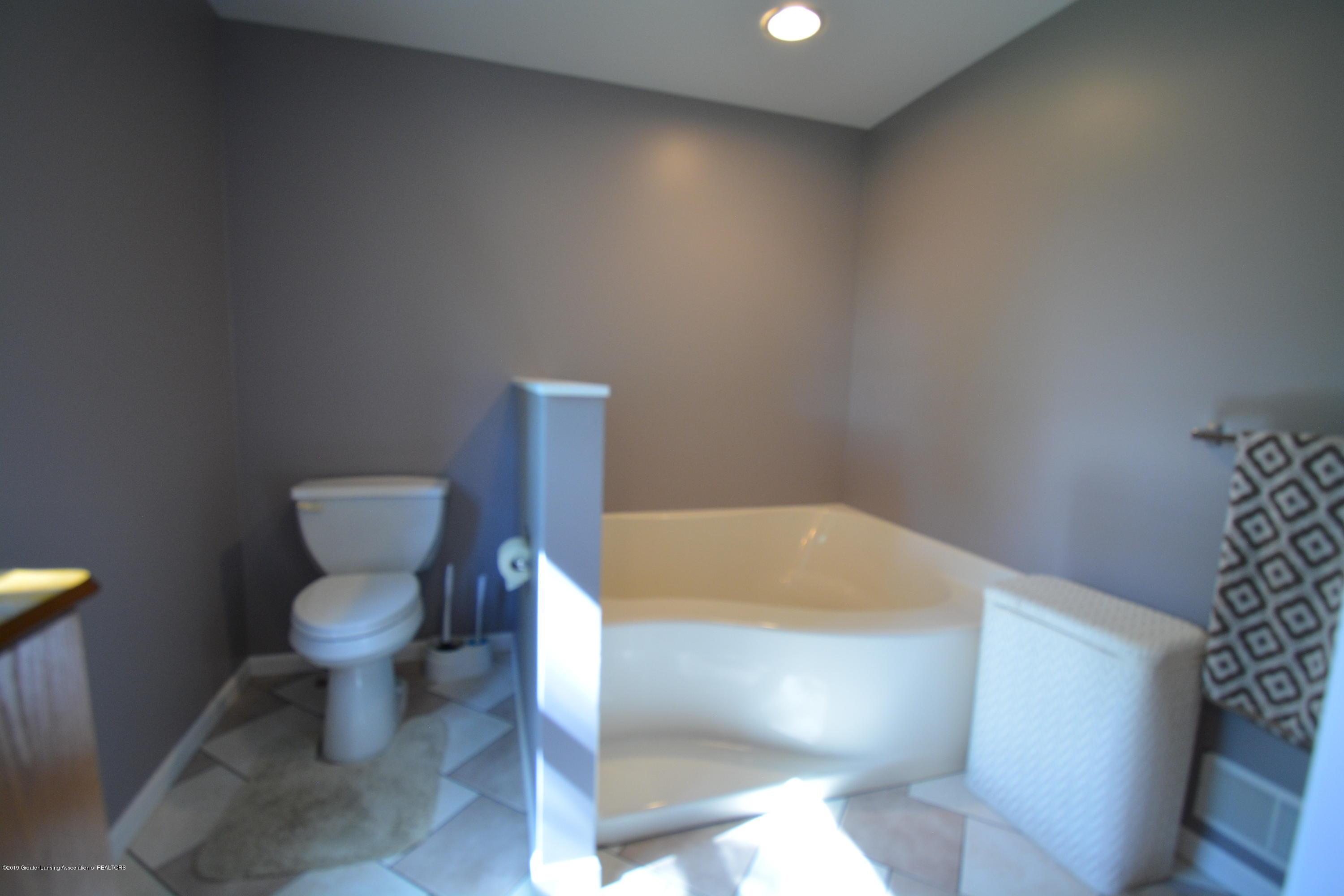 7459 Rossman Hwy - Master Bathroom - 21