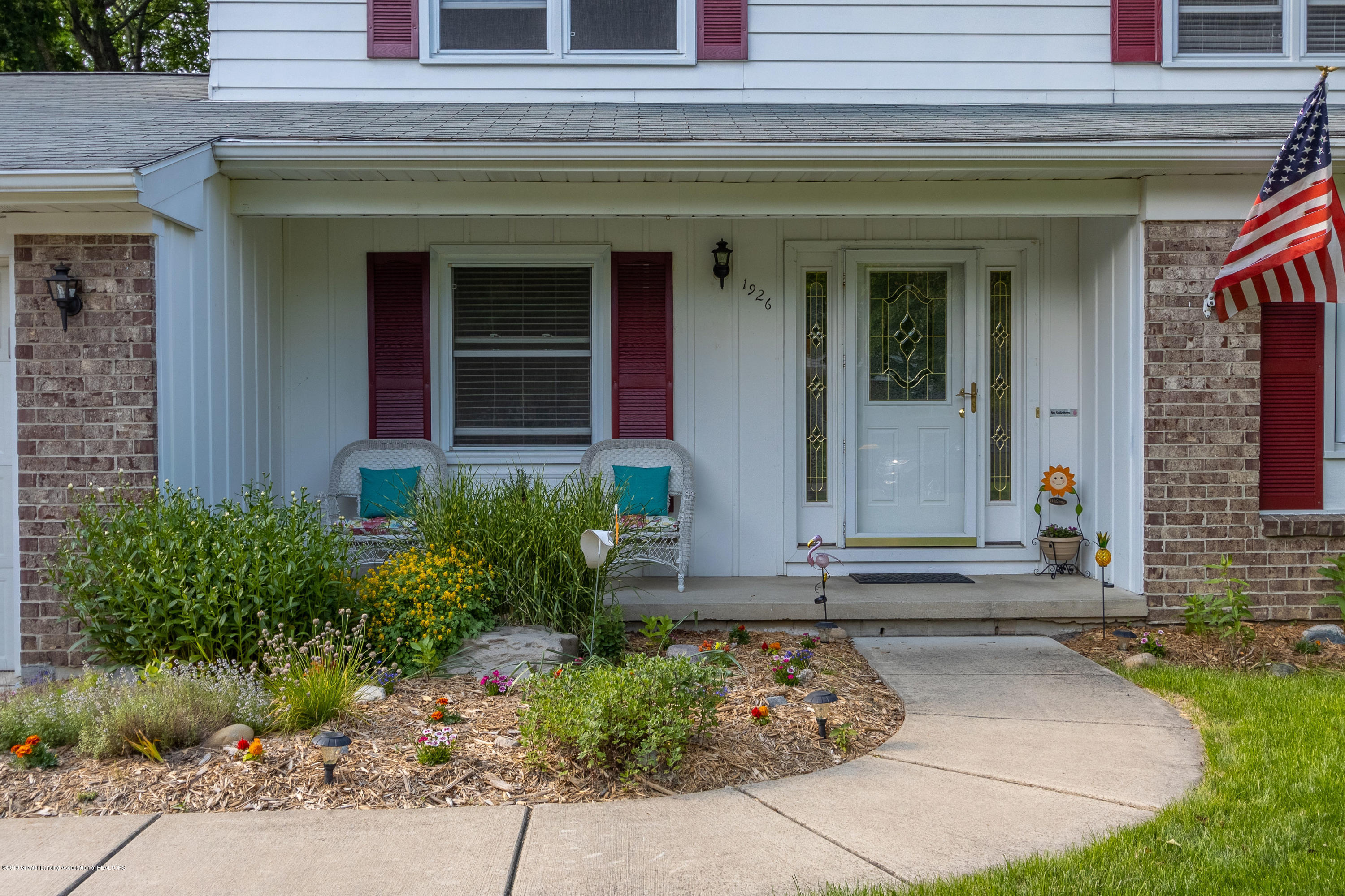 1926 Oneida Dr - Front Entry - 7