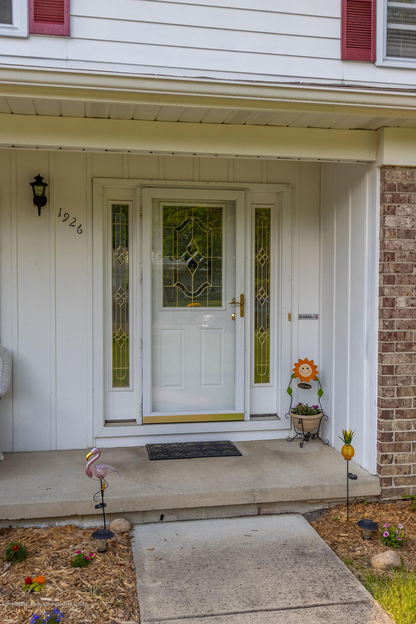 1926 Oneida Dr - Front Entry - 8