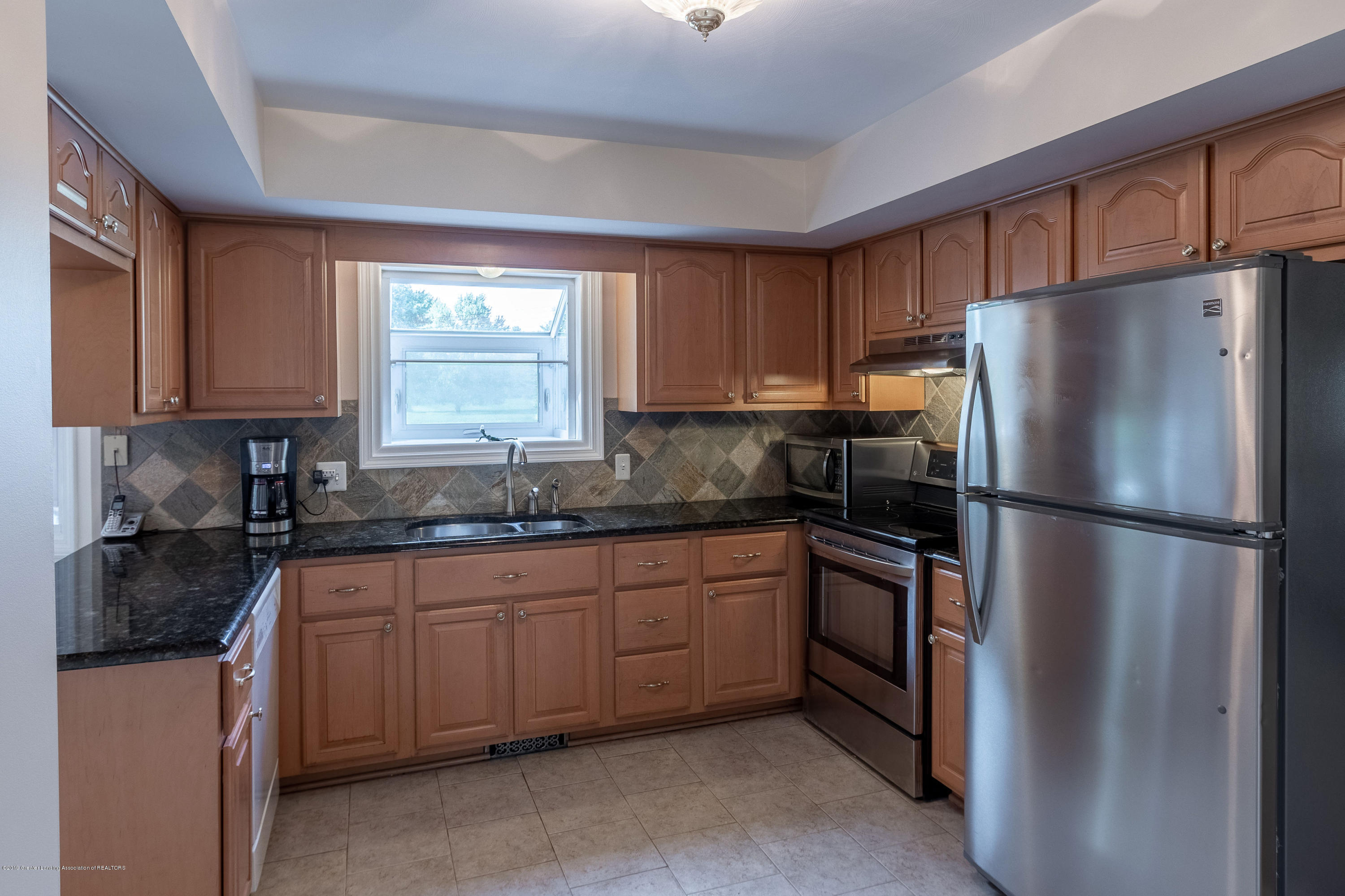 1926 Oneida Dr - Kitchen - 18