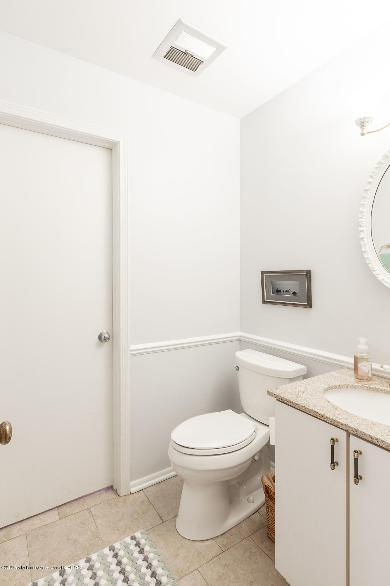 1926 Oneida Dr - Main Floor Half Bath - 28