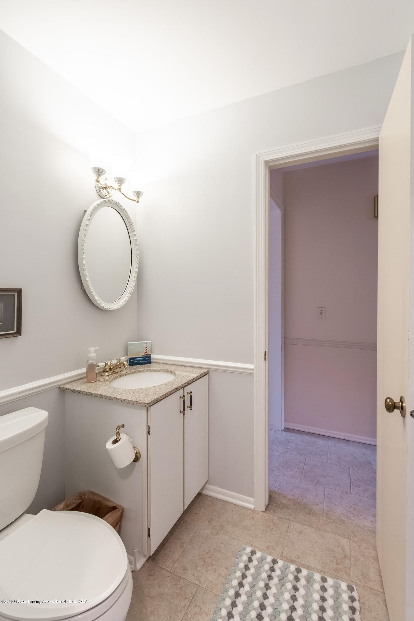 1926 Oneida Dr - Main Floor Half Bath - 29