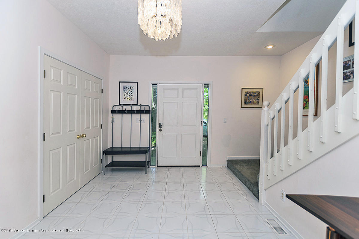 2473 Small Acres Ln - Front Entry Foyer - 5