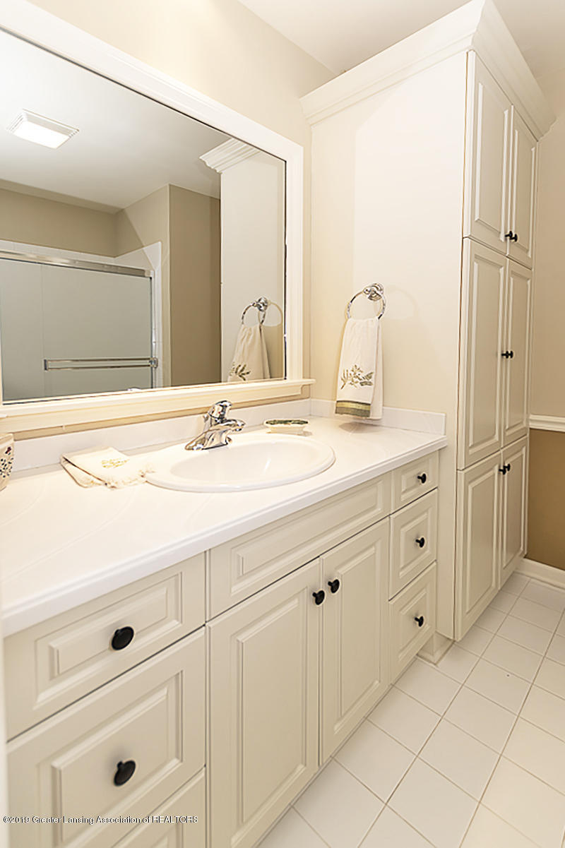 6268 Mereford Ct - 2nd floor apartment suite bathroom - 53