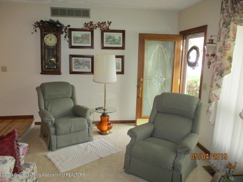 304 S Gratiot St - Living Room - 3
