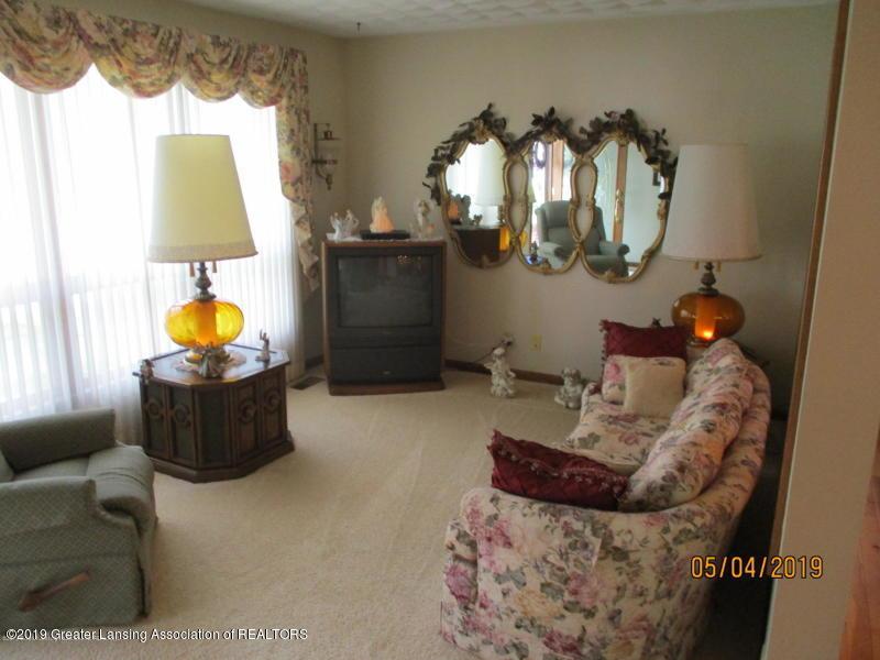 304 S Gratiot St - Living Room - 4