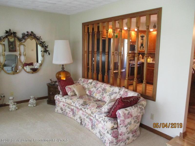 304 S Gratiot St - Living Room - 5