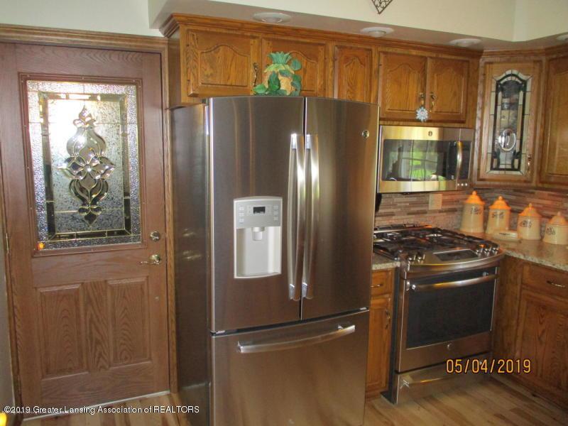 304 S Gratiot St - Kitchen - 8
