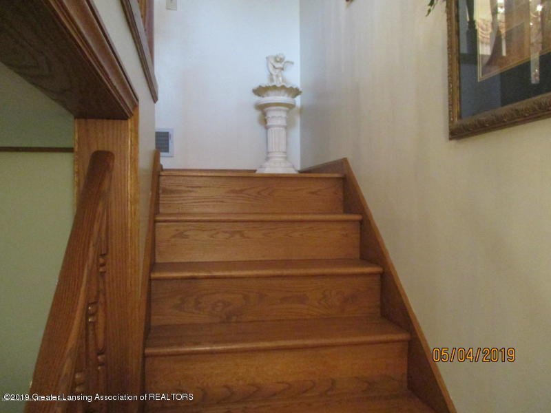 304 S Gratiot St - Stairs - 12