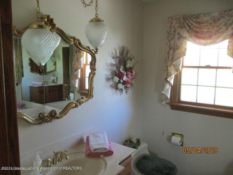 304 S Gratiot St - Bathroom - 16