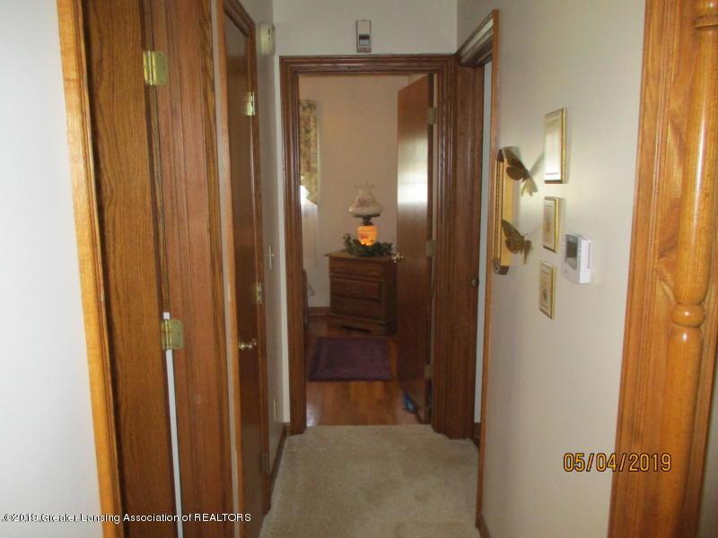 304 S Gratiot St - Hallway - 19