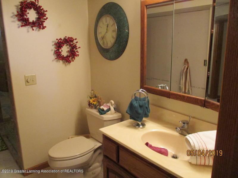 304 S Gratiot St - Bathroom - 24