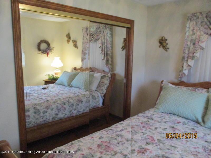304 S Gratiot St - Bedroom - 25