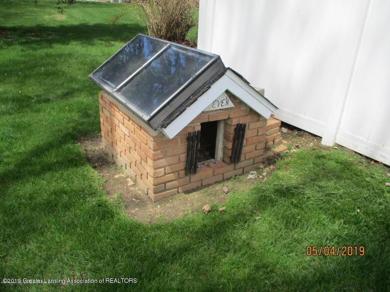 304 S Gratiot St - Dog House - 44