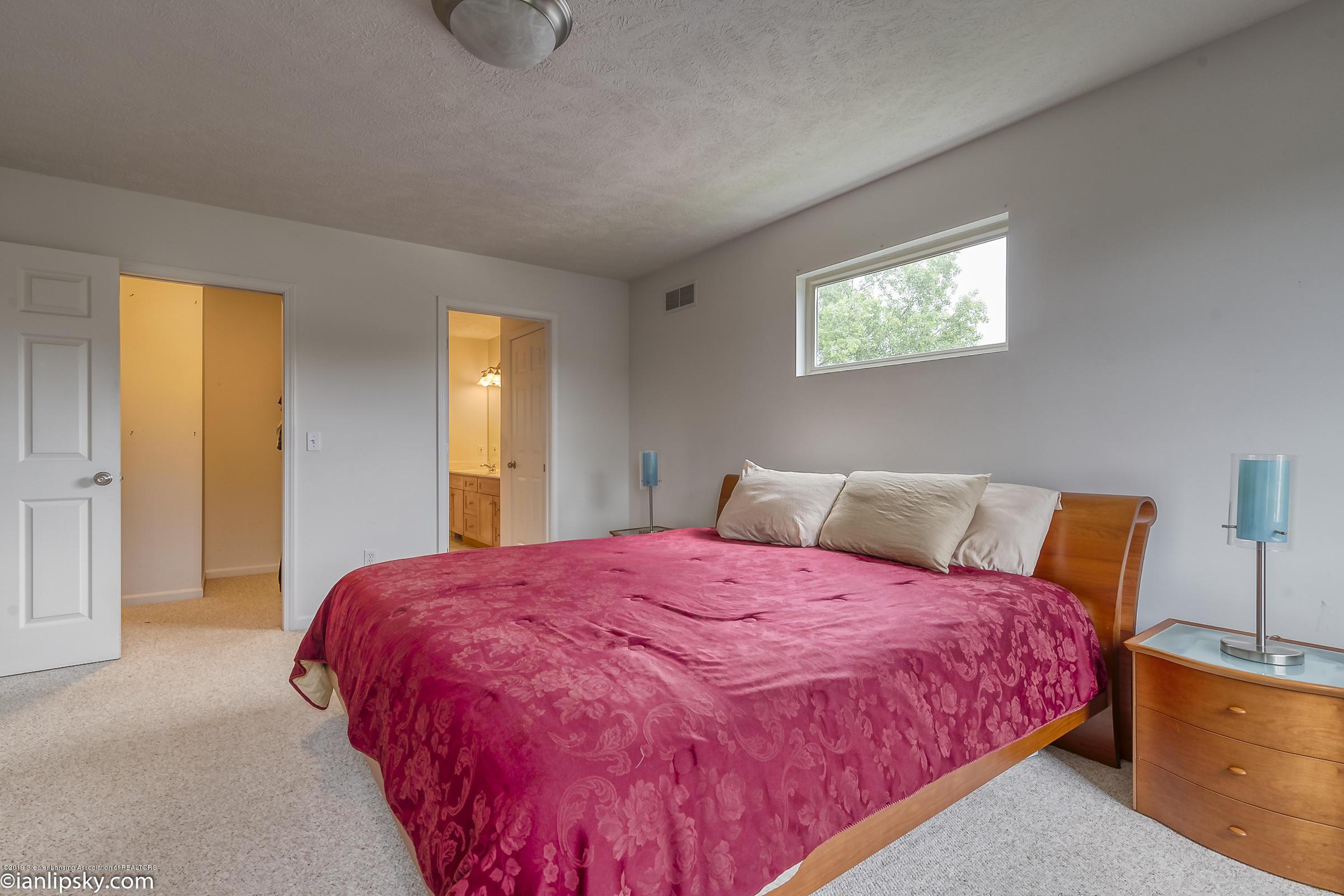 1111 Durango Dr - MASTER BEDROOM - 16