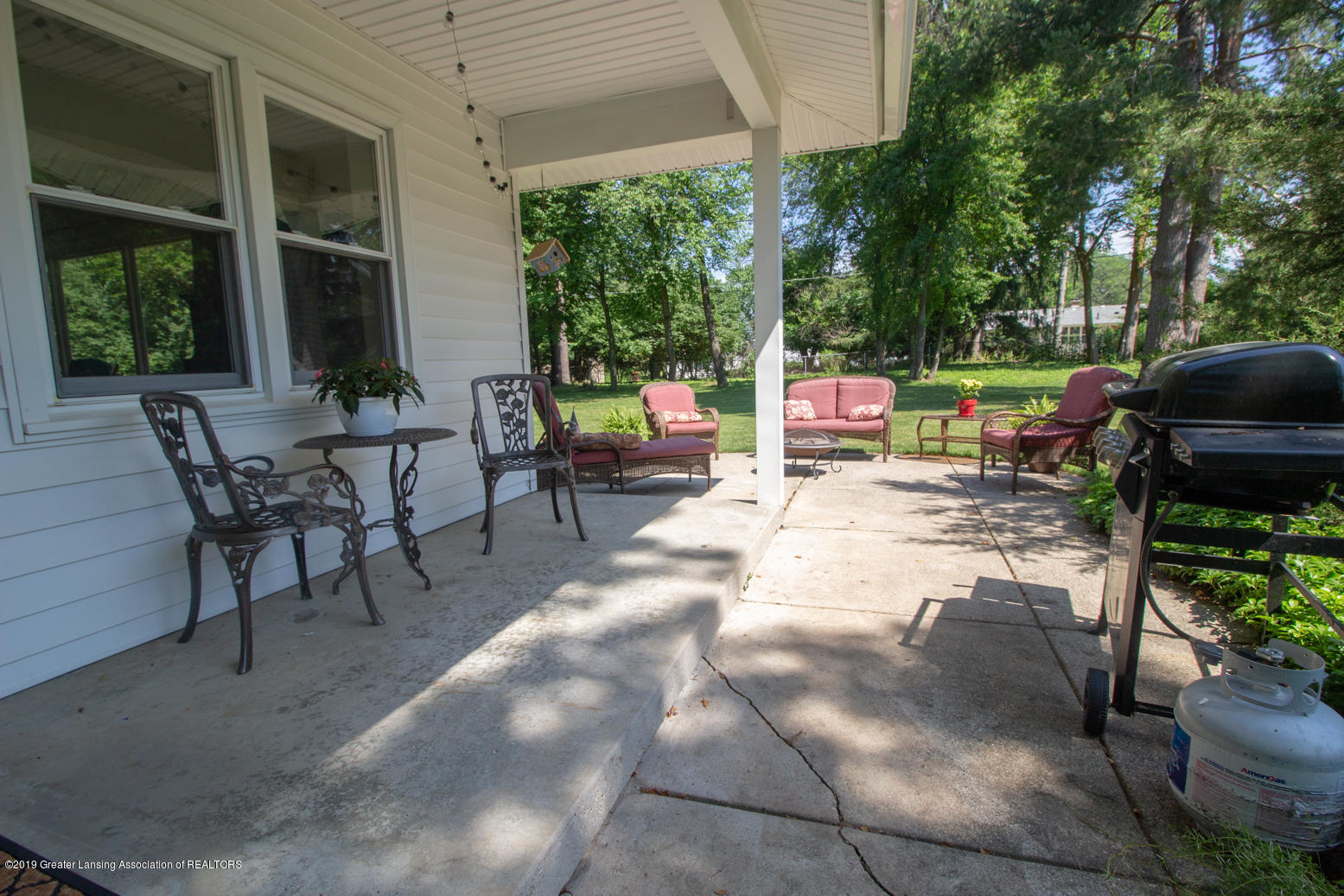 2002 Osage Dr - Porch/Patio - 33