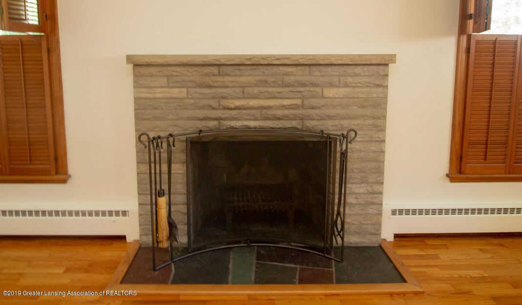 103 Oxford Rd - Living room- fireplace - 4