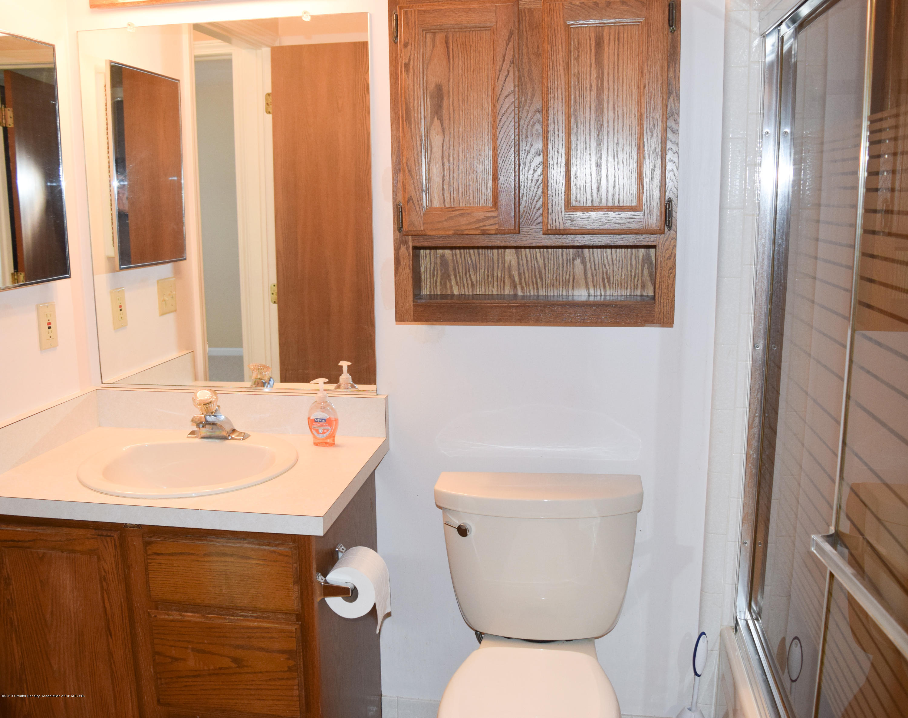 472 Red Cedar Blvd 1 - Main floor full bath - 14