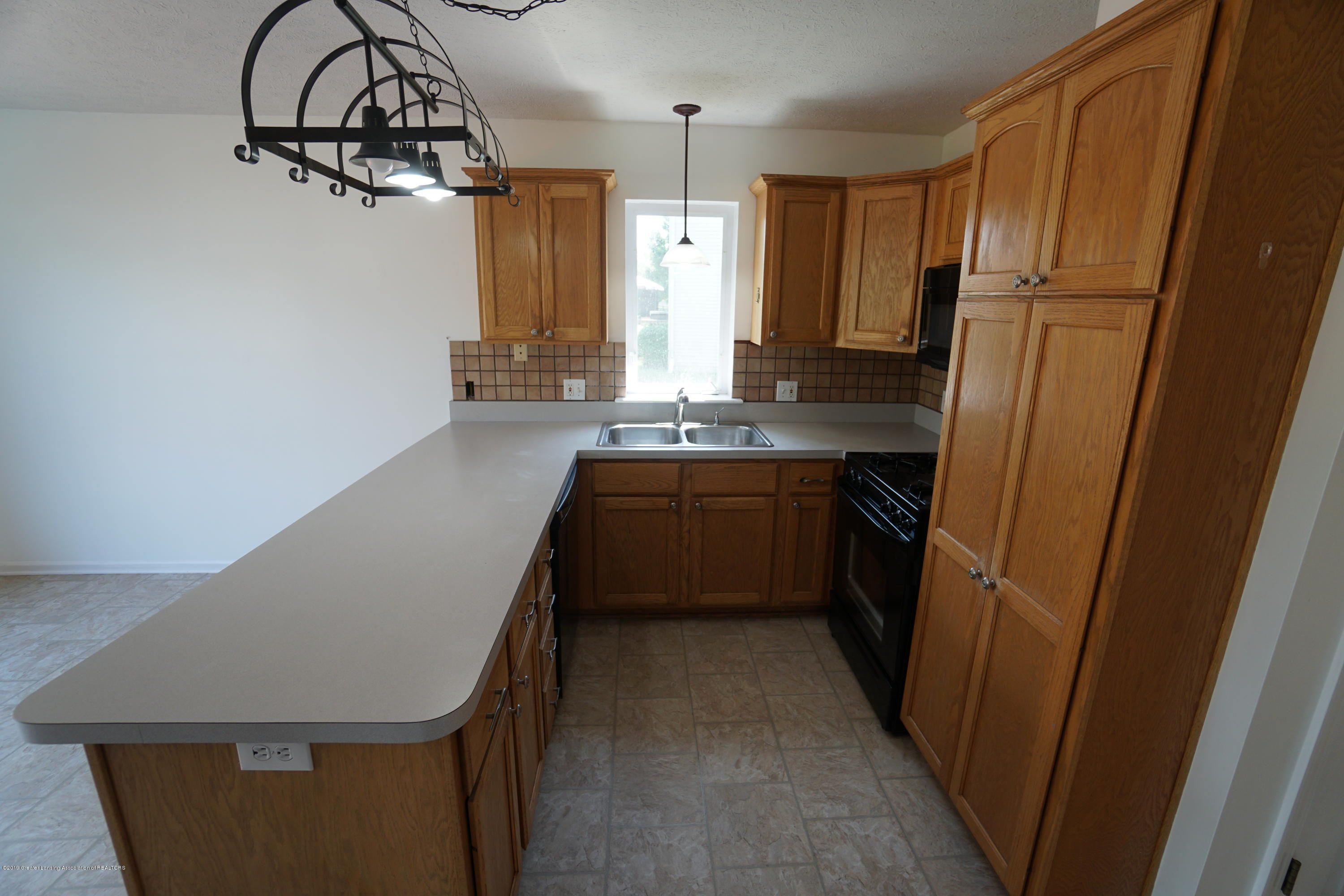 13545 Hunters Crossing - Kitchen - 11
