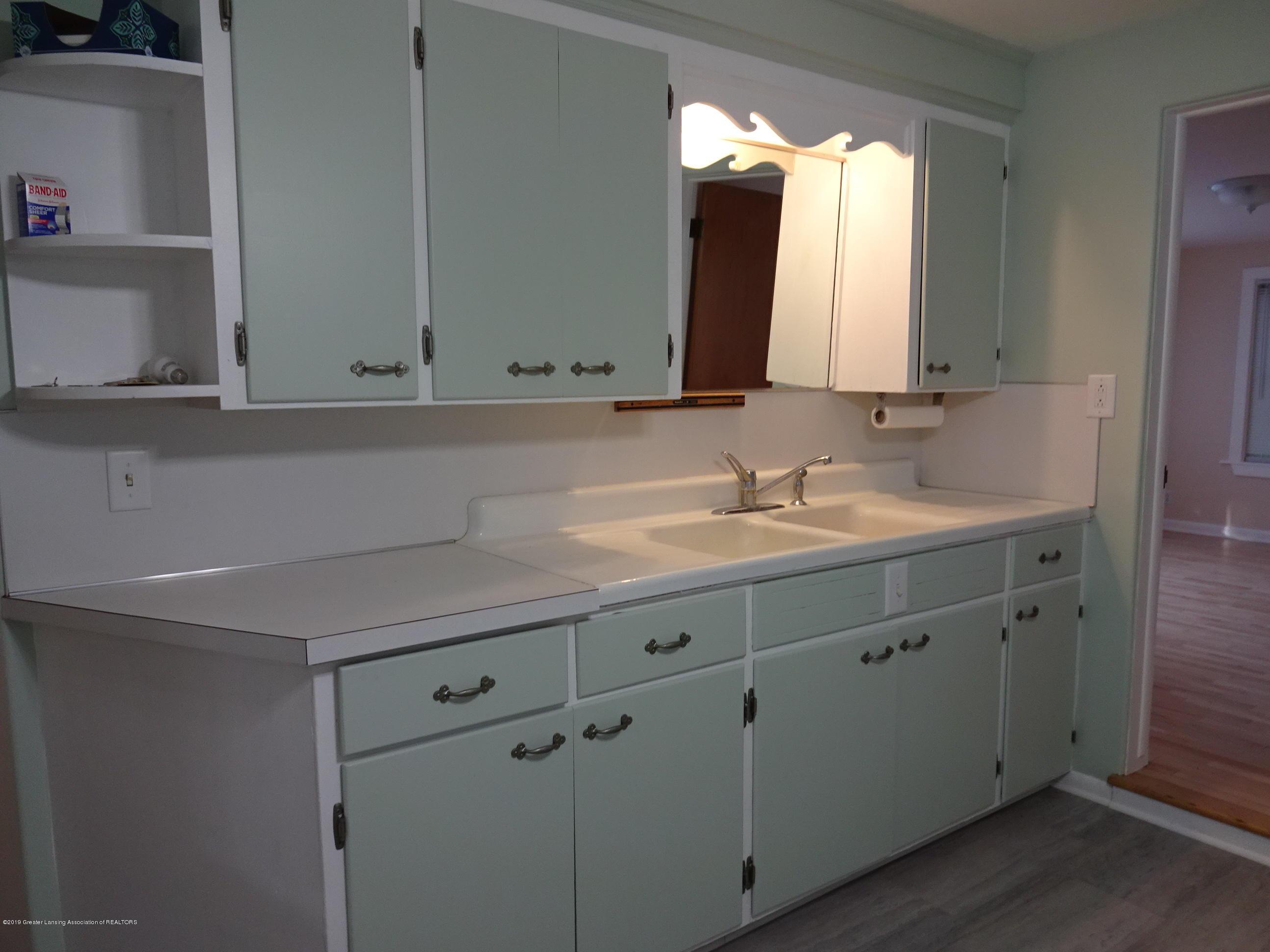 4632 Old Lansing Rd - Old Lansing rd kitchen sink - 5