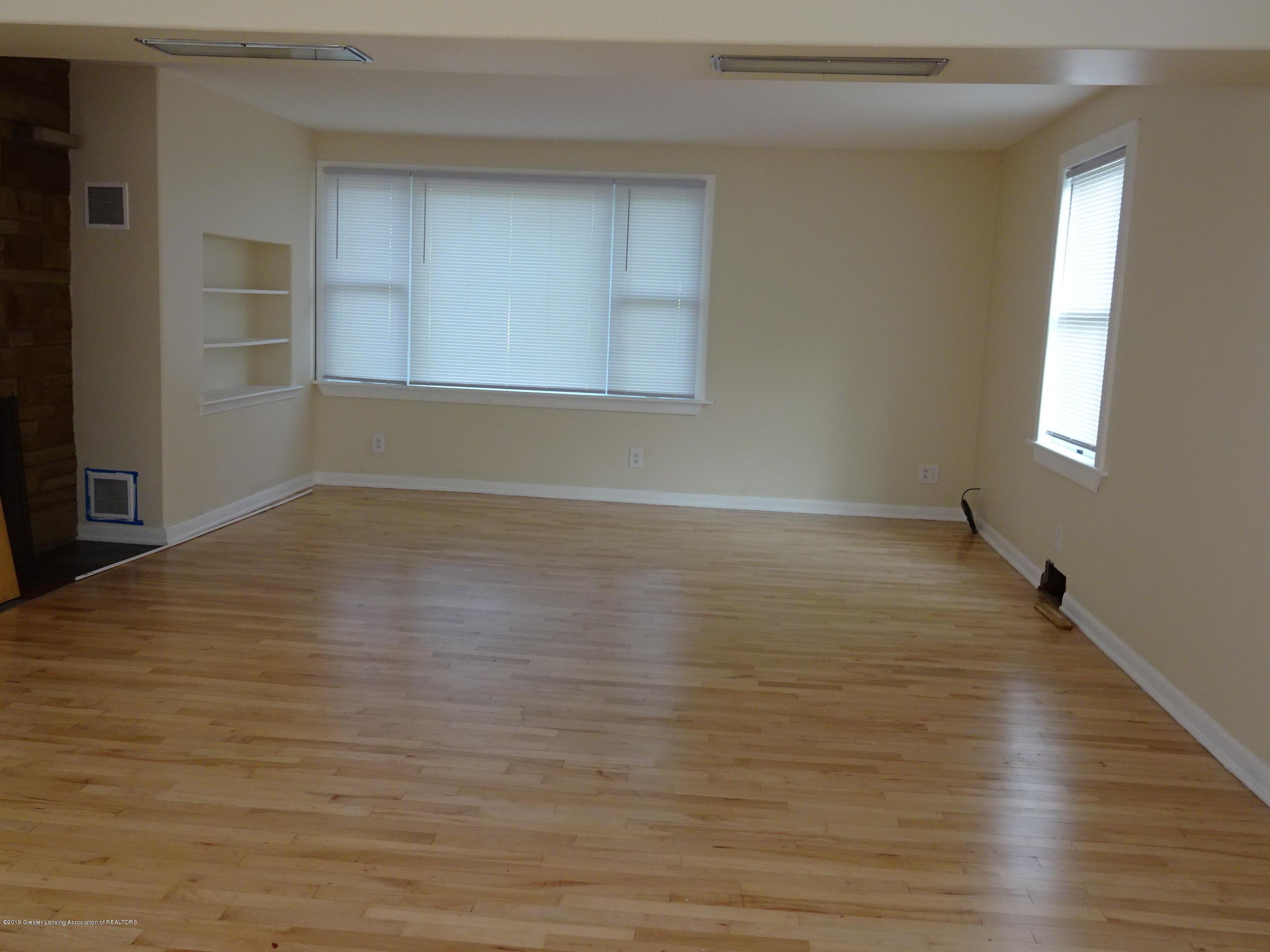 4632 Old Lansing Rd - old lansing rd living room - 6