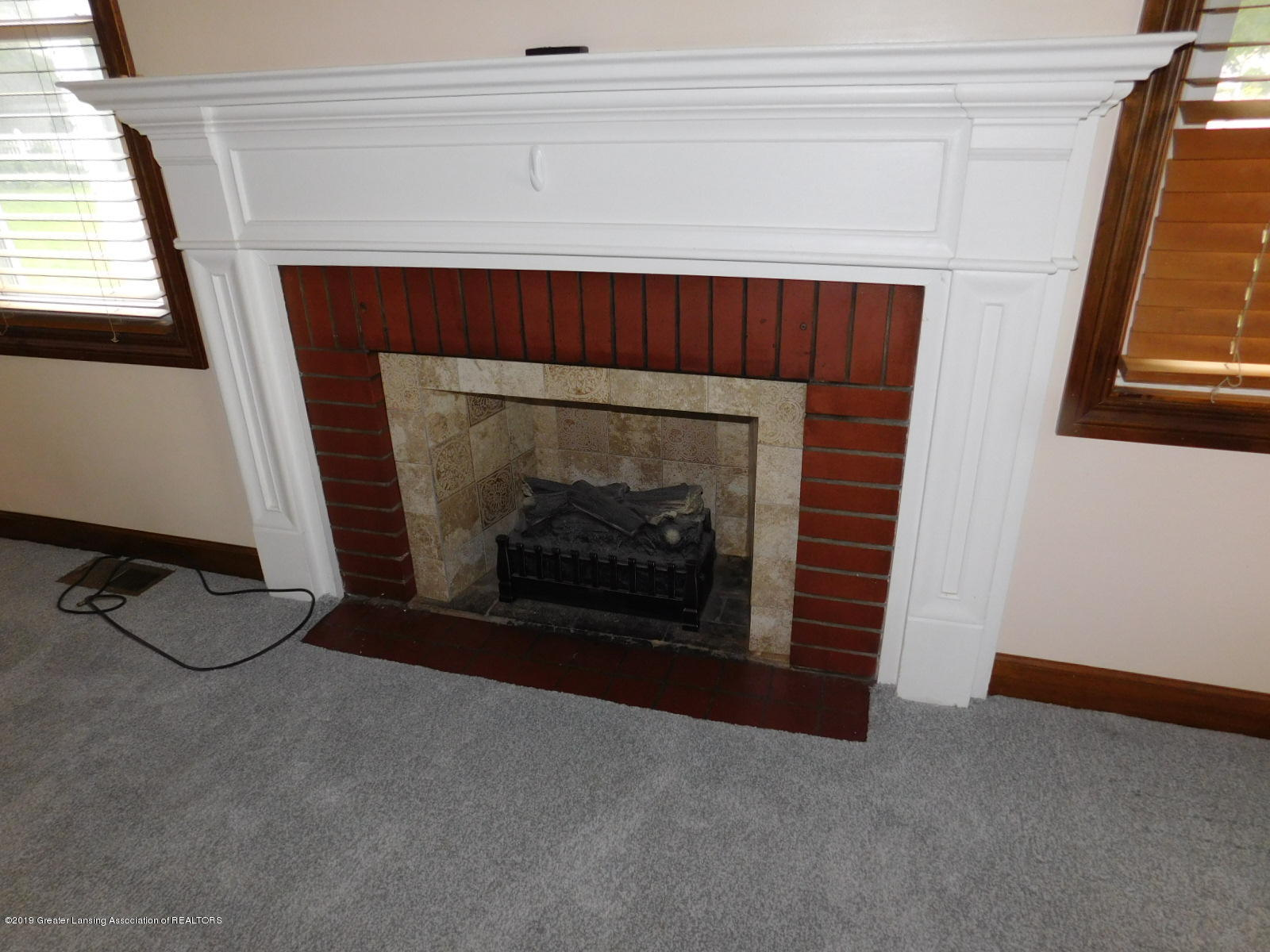 725 Merrill Ave - FIREPLACE - 6