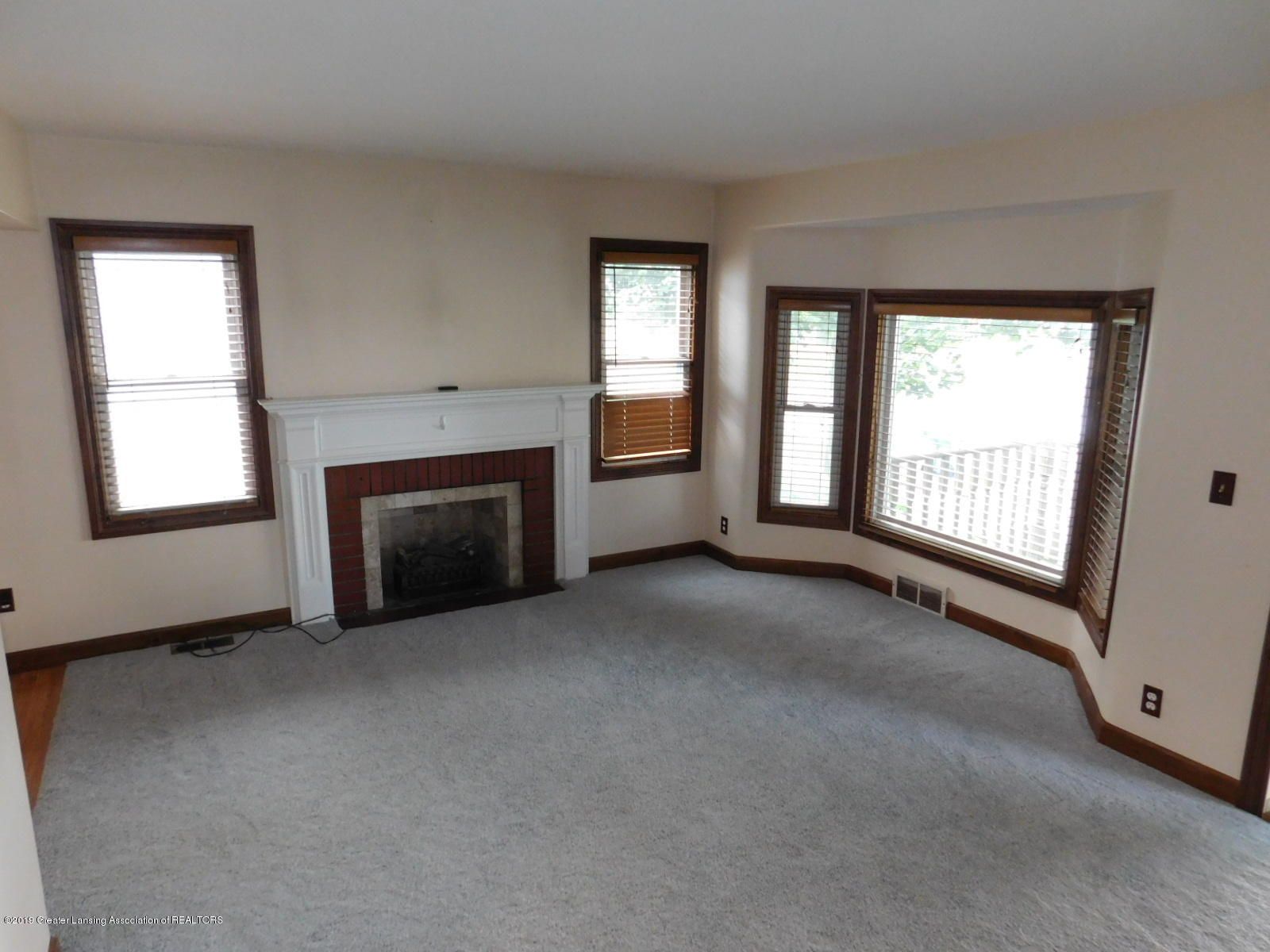 725 Merrill Ave - LIVING ROOM - 7