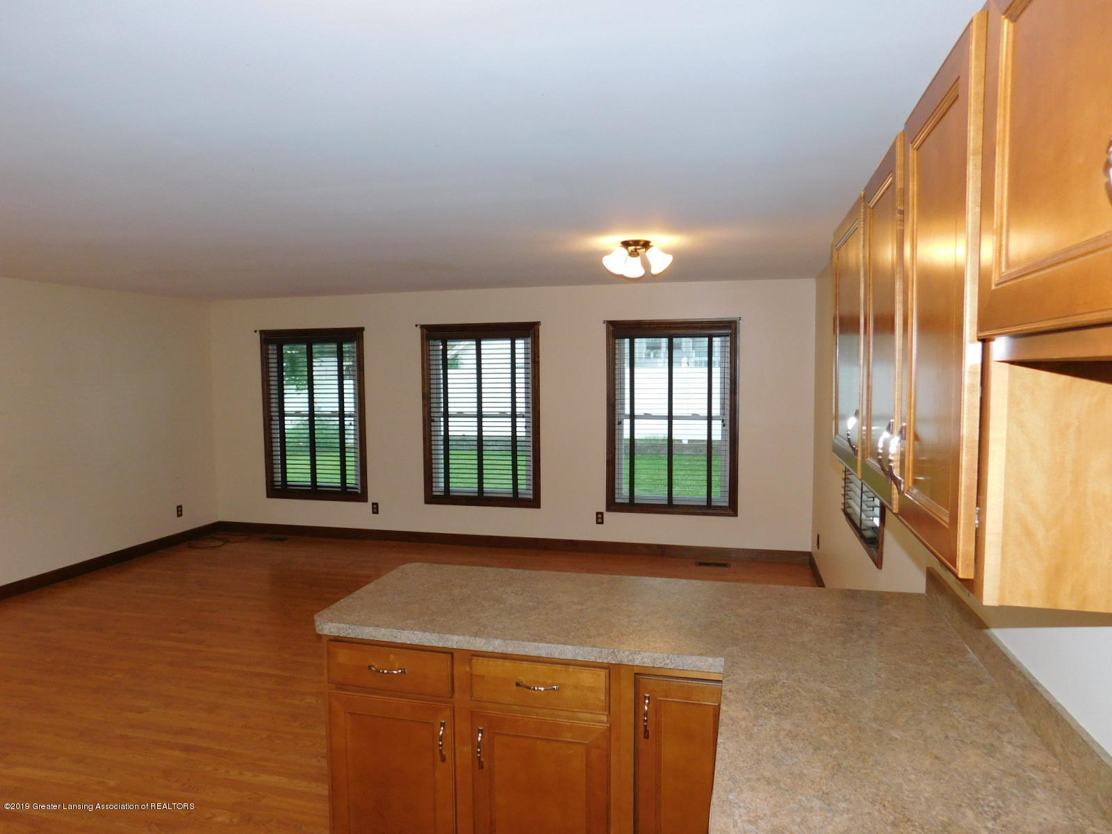 725 Merrill Ave - FAMILY ROOM - 8