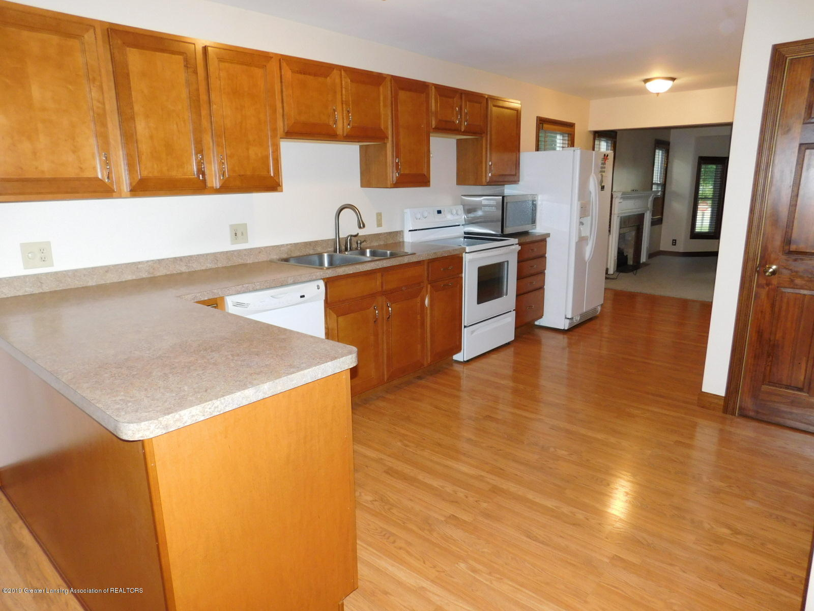 725 Merrill Ave - KITCHEN - 11