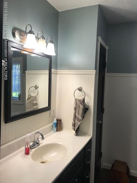 1013 E Broadway Hwy - Bathroom - 8