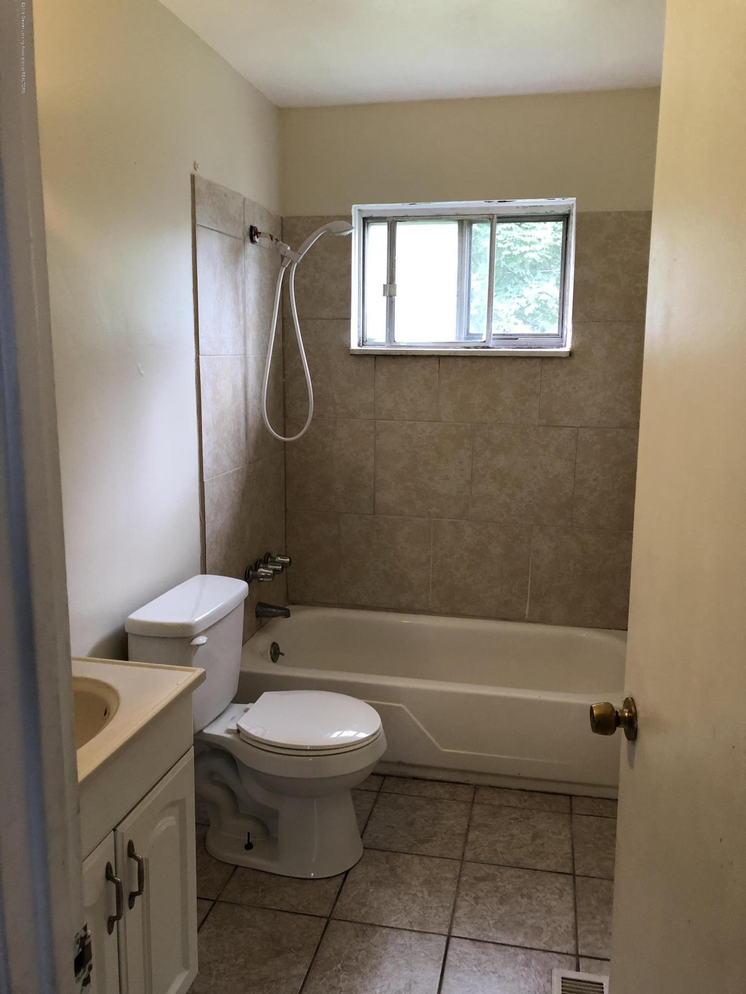 3313 Danbury Crossroad St - Full Bath - 19