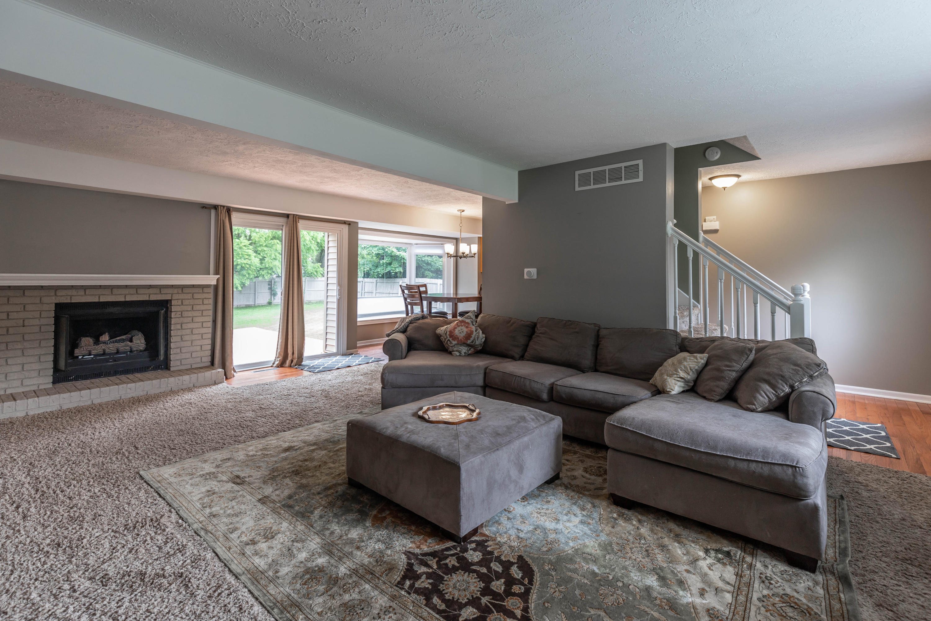 2497 Graystone Dr - 4. Living Room - 6