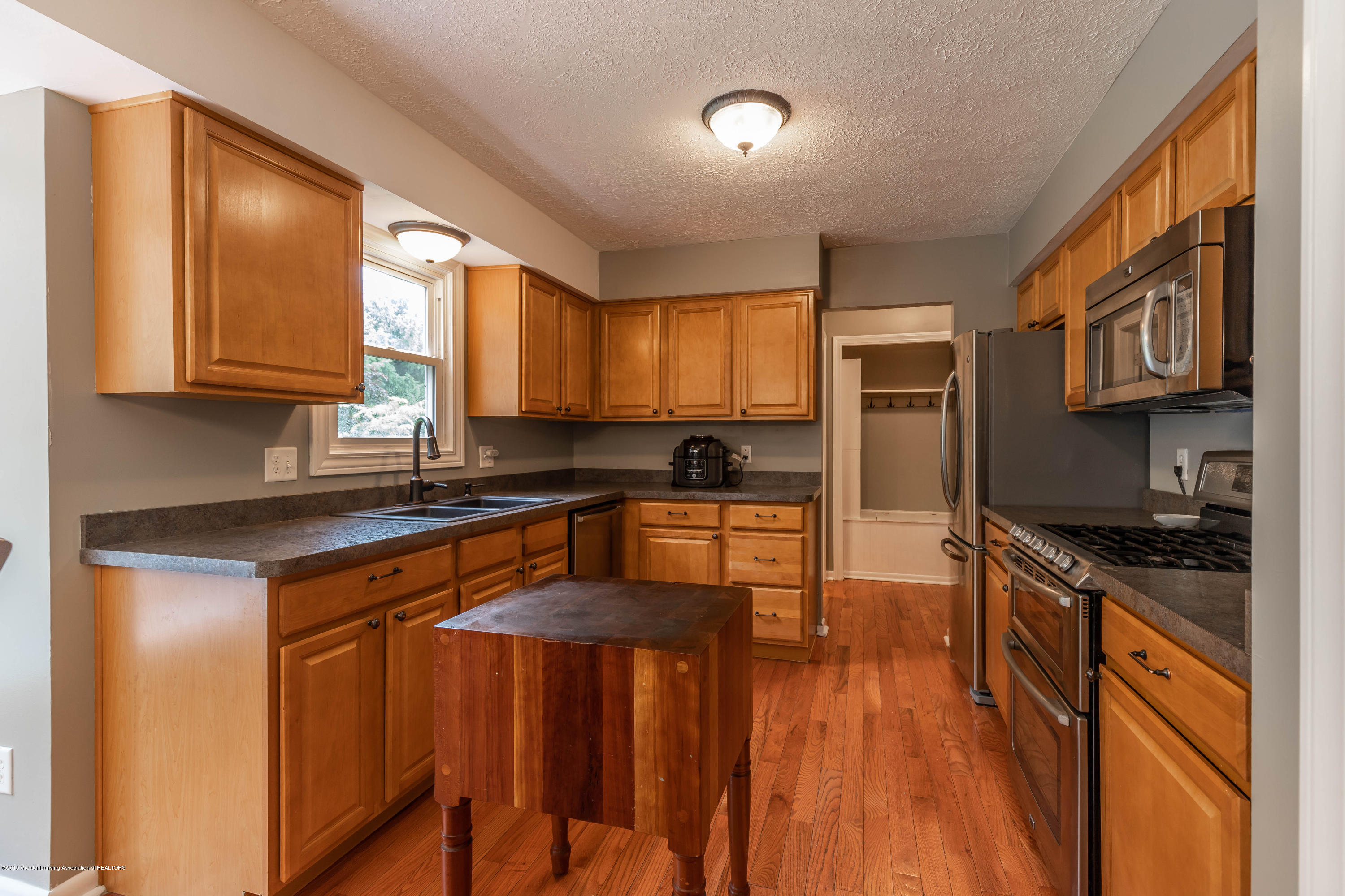 2497 Graystone Dr - 7.  Kitchen - 9