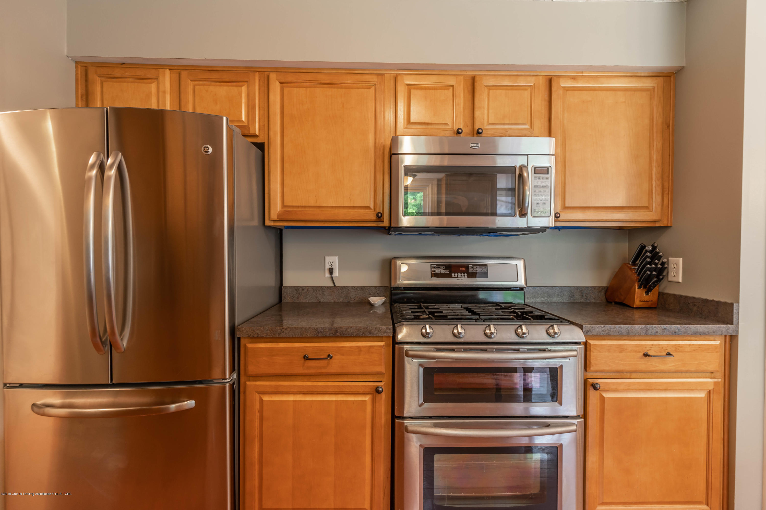 2497 Graystone Dr - 11. Kitchen SS Appliances - 13