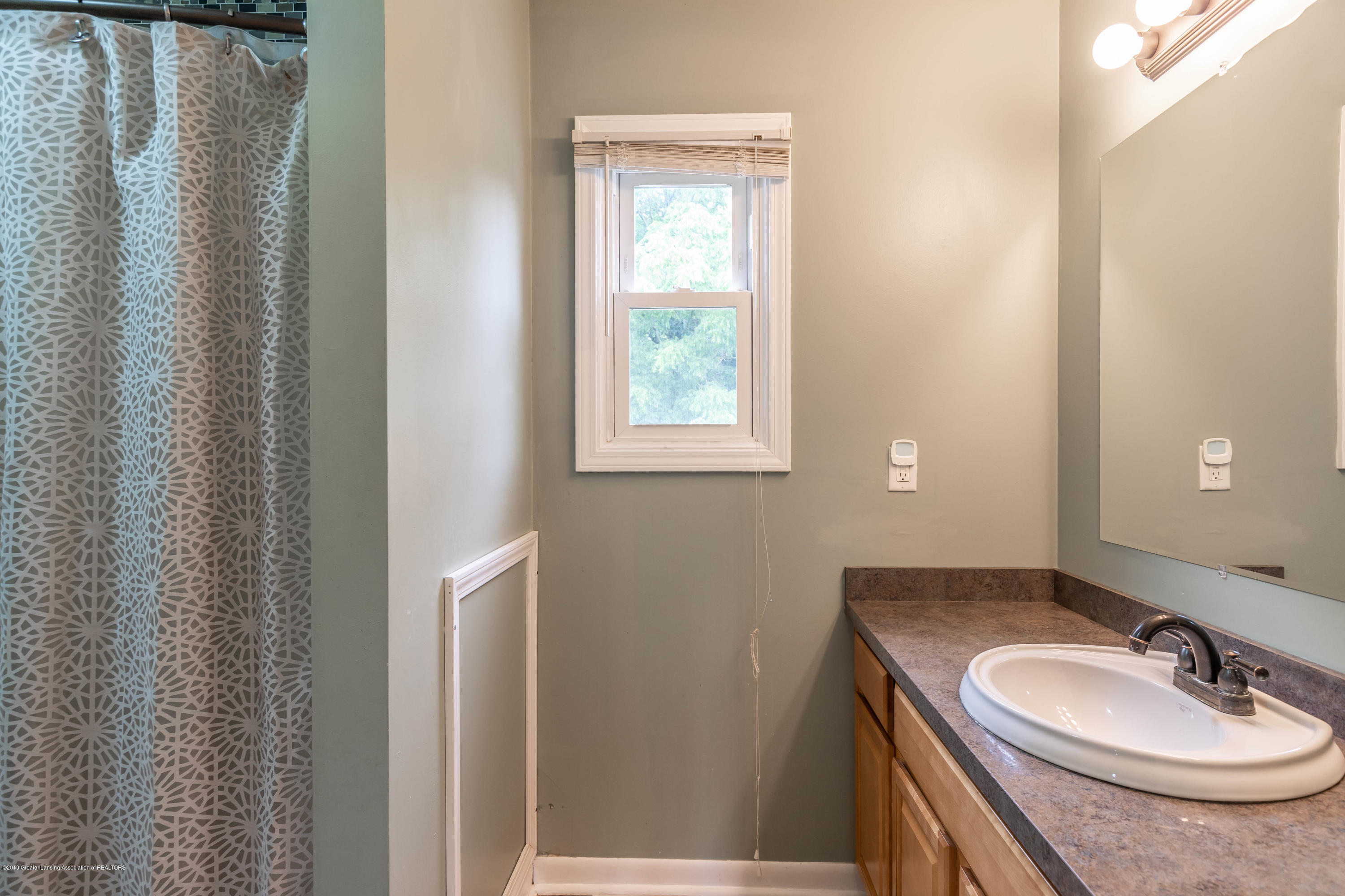 2497 Graystone Dr - 18. Upstairs Bath 2 - 22