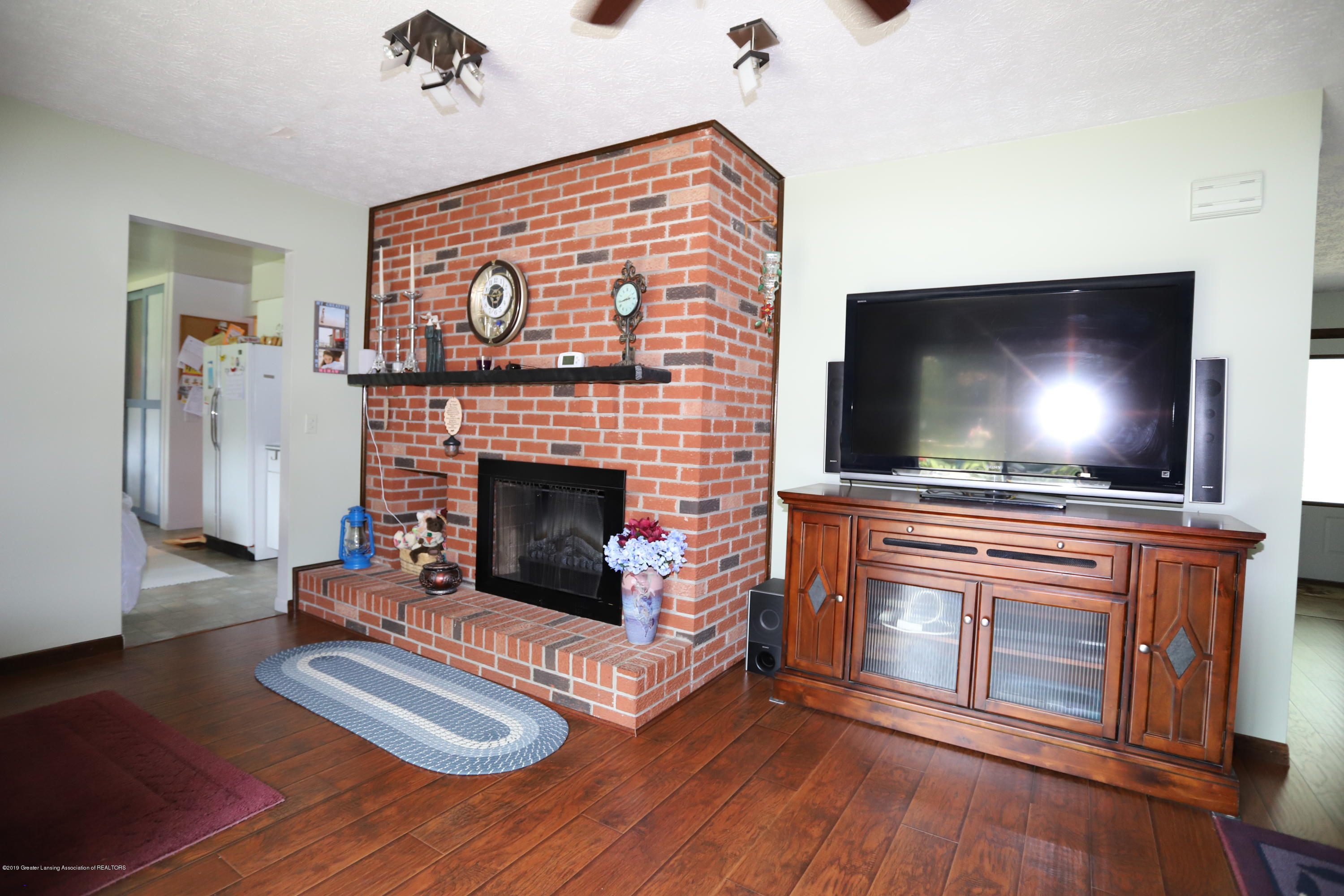 2158 Dennis Rd - Two Sided Fireplace - 16