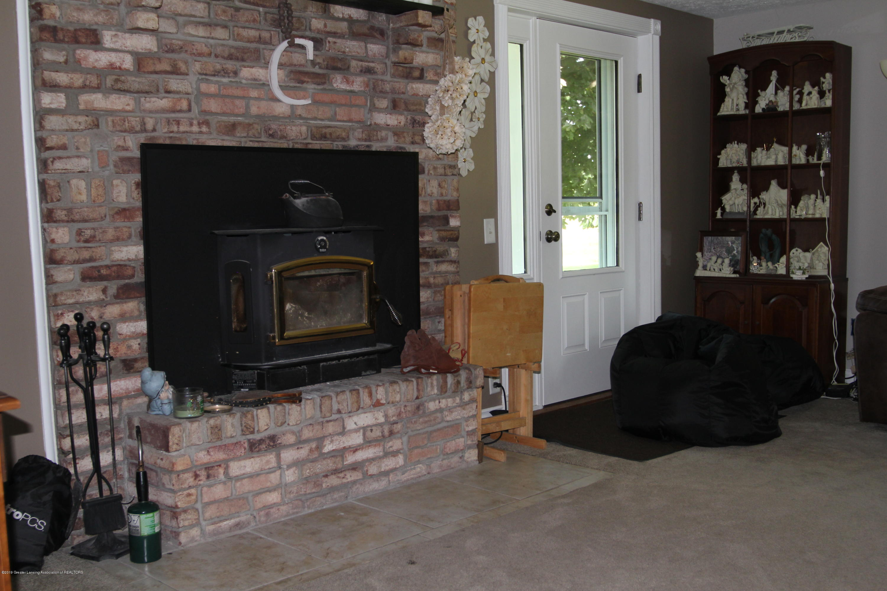 4801 Round Lake Rd - fireplace - 13