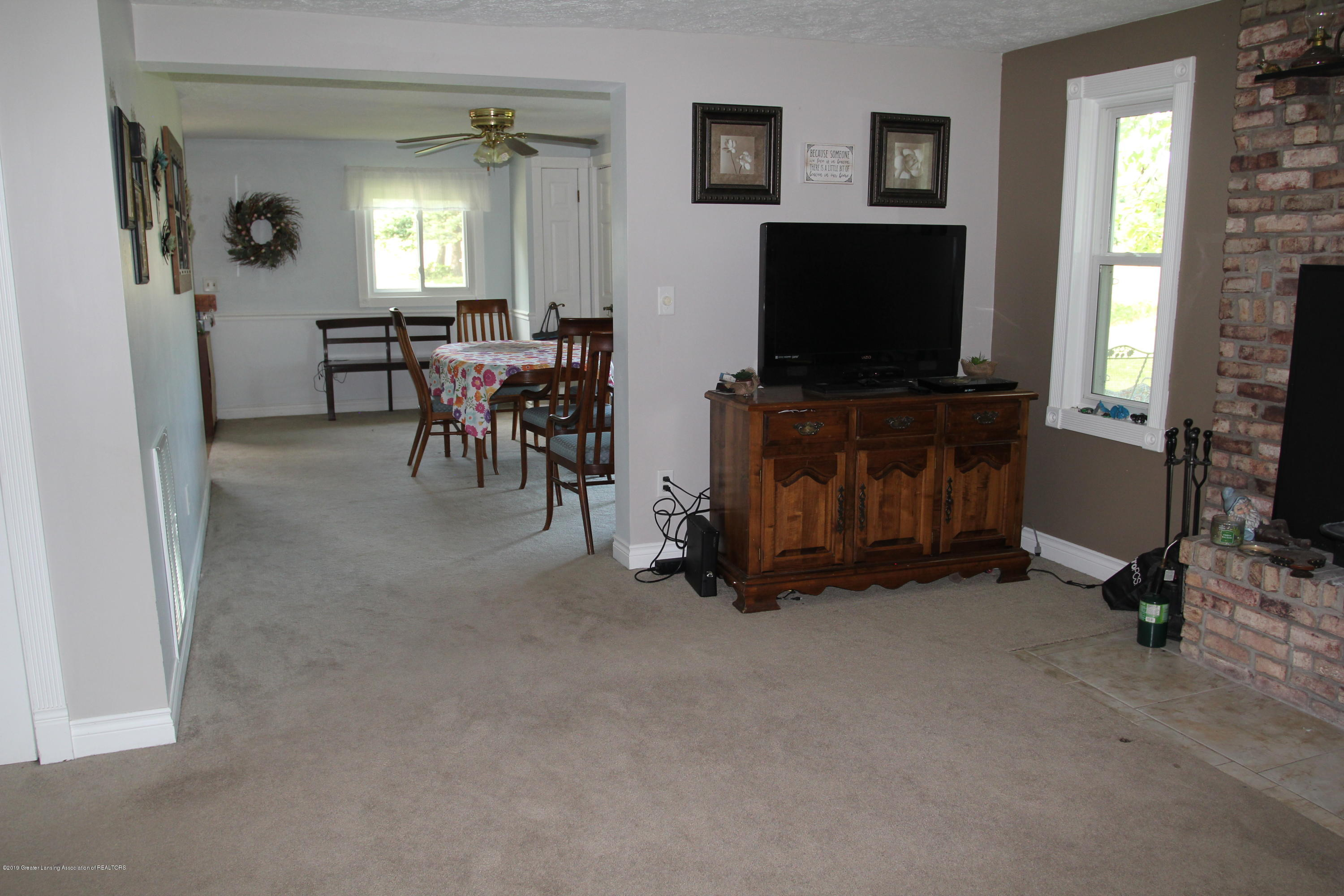 4801 Round Lake Rd - living room - 14