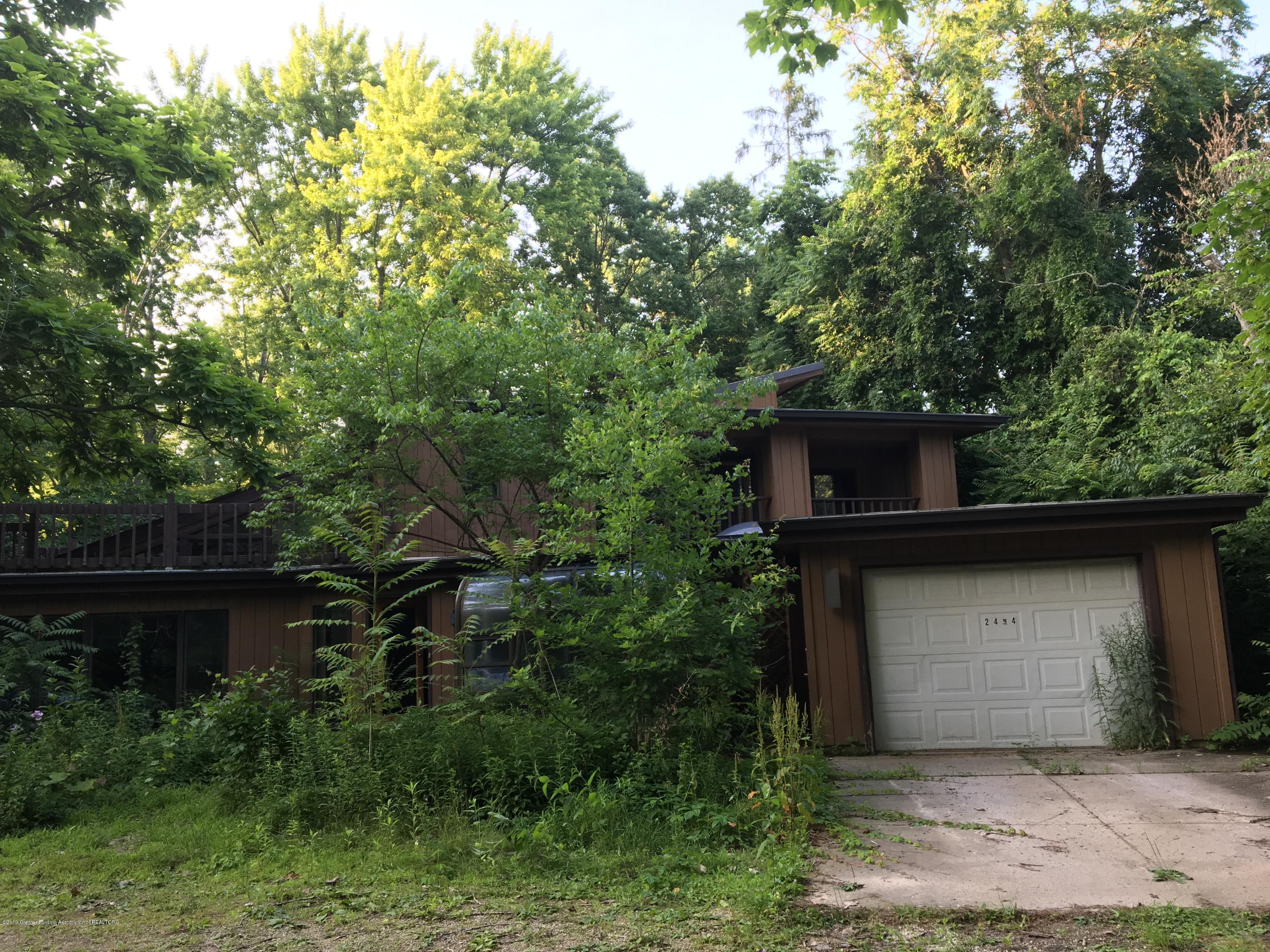 2494 W Grand River Ave - IMG_8058 - 2