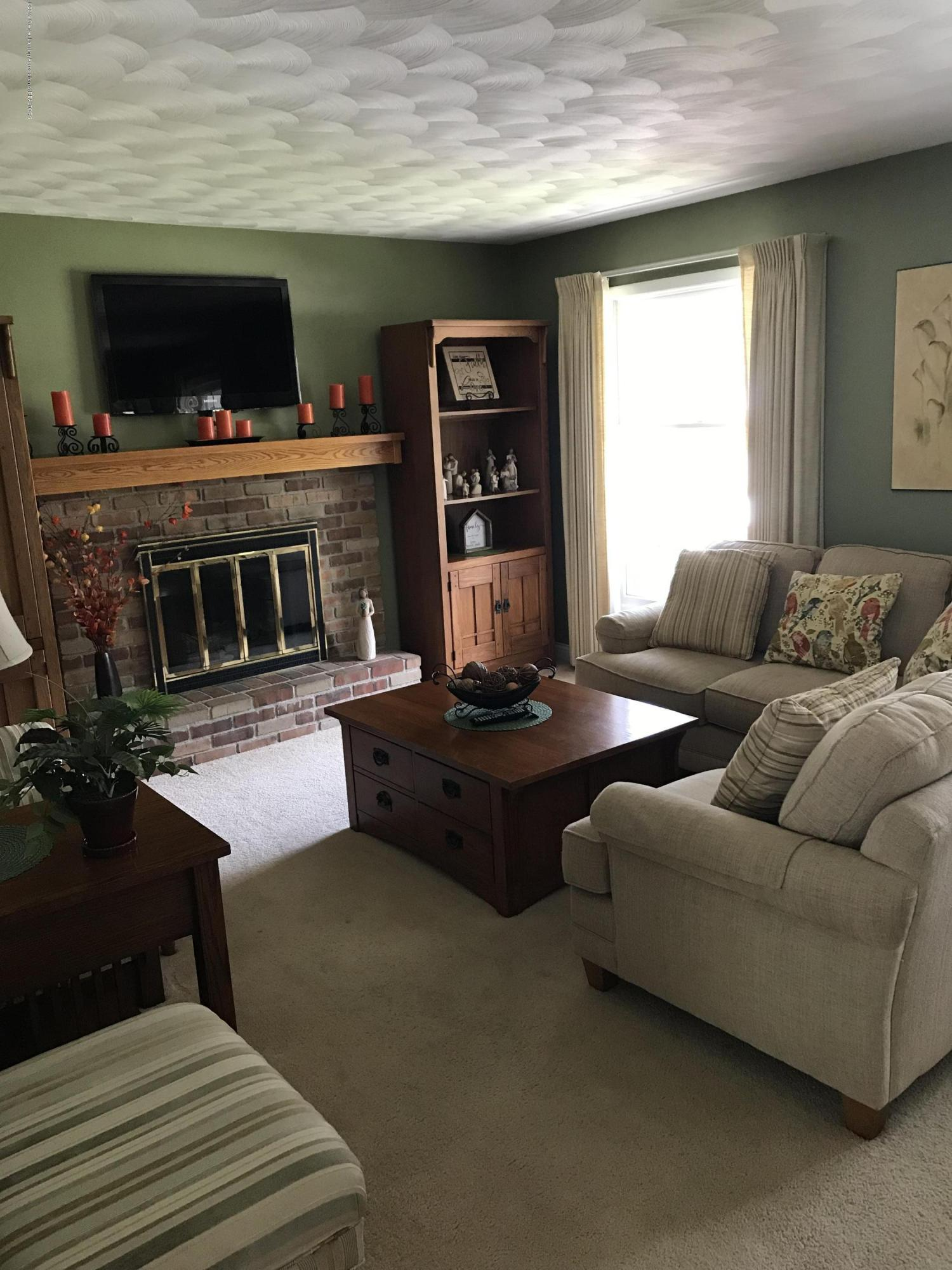 7205 Rock Bridge Rd - Living room - 17