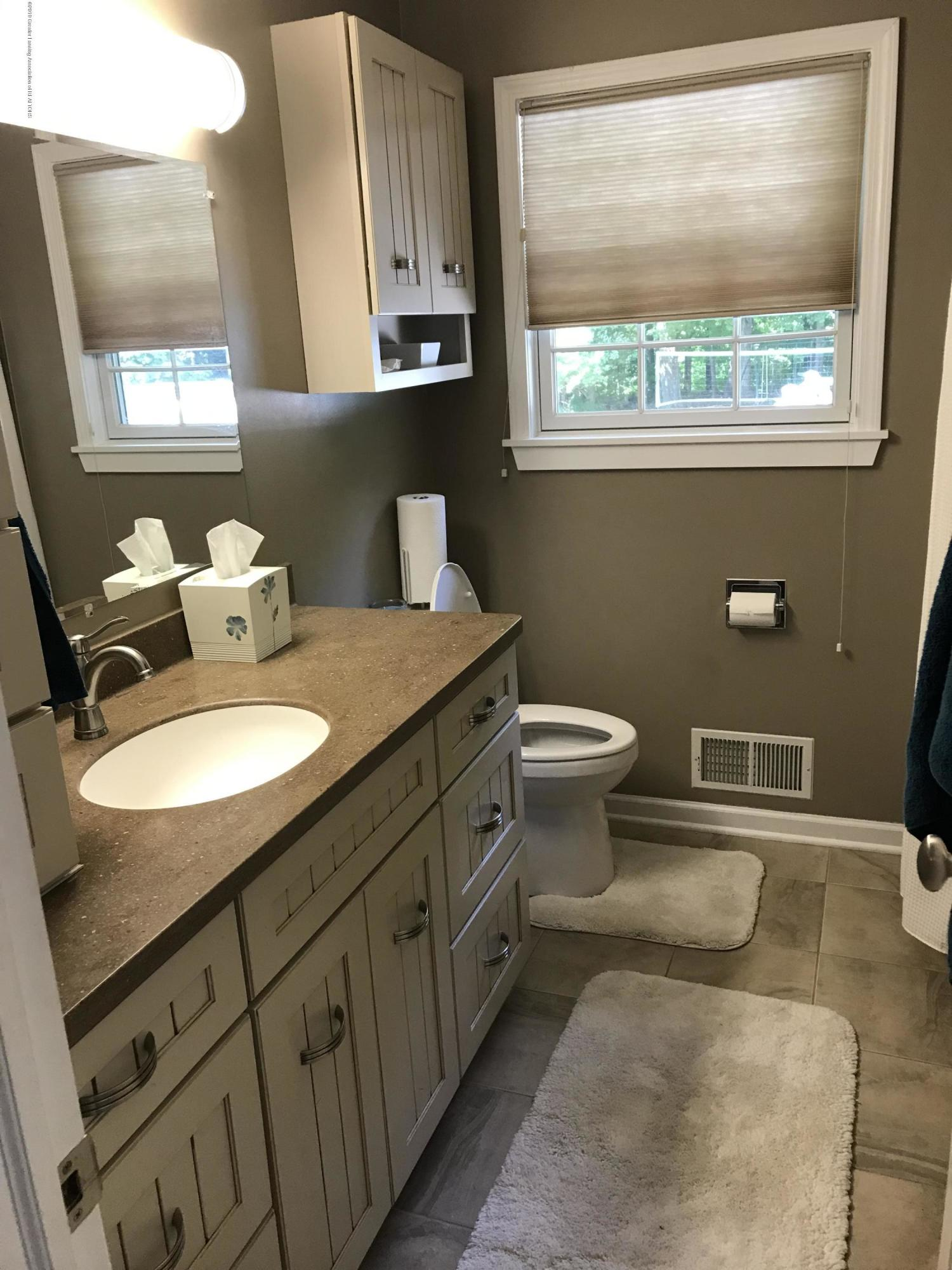 7205 Rock Bridge Rd - updated bathroom - 26