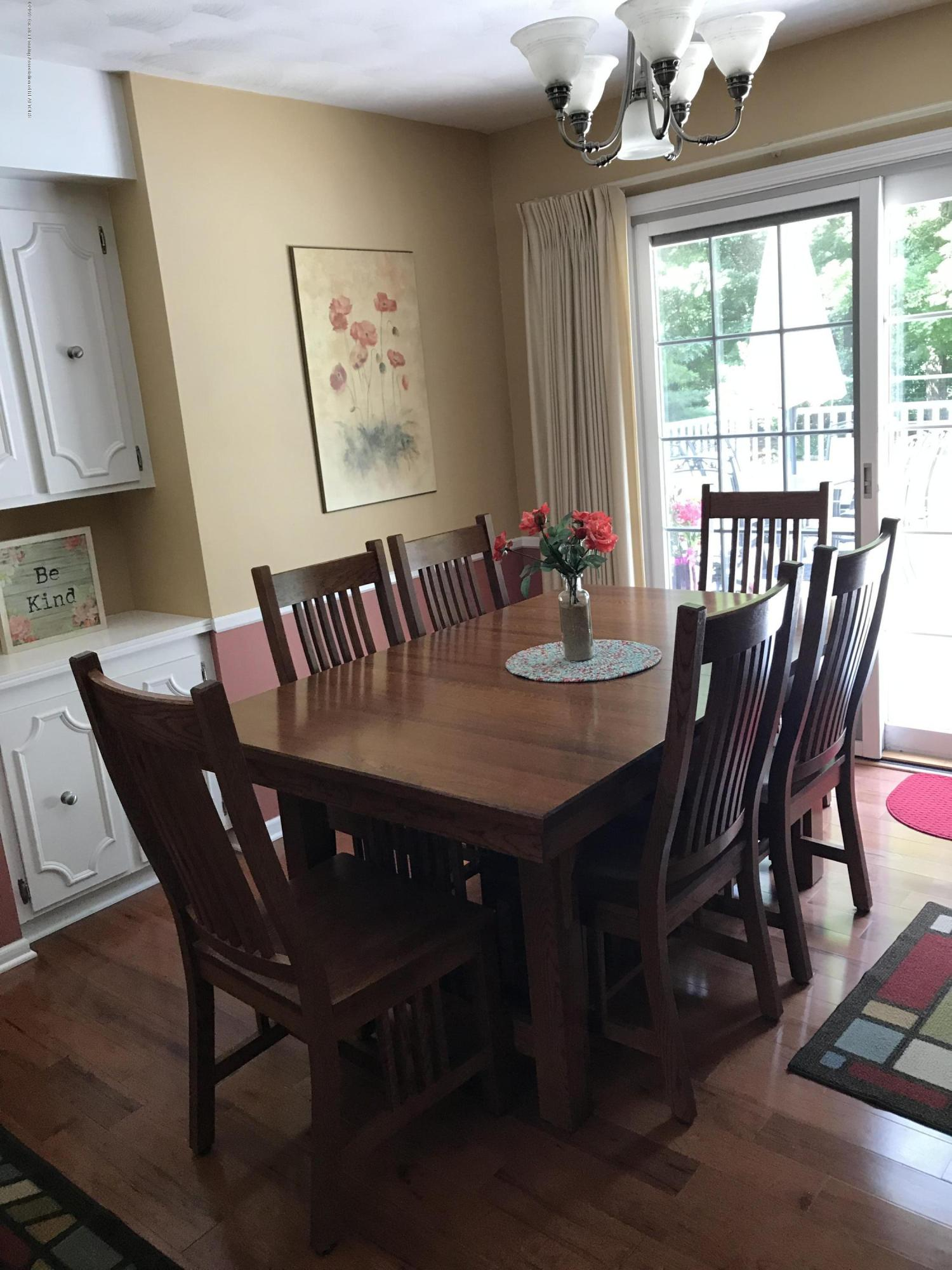 7205 Rock Bridge Rd - dining room - 39