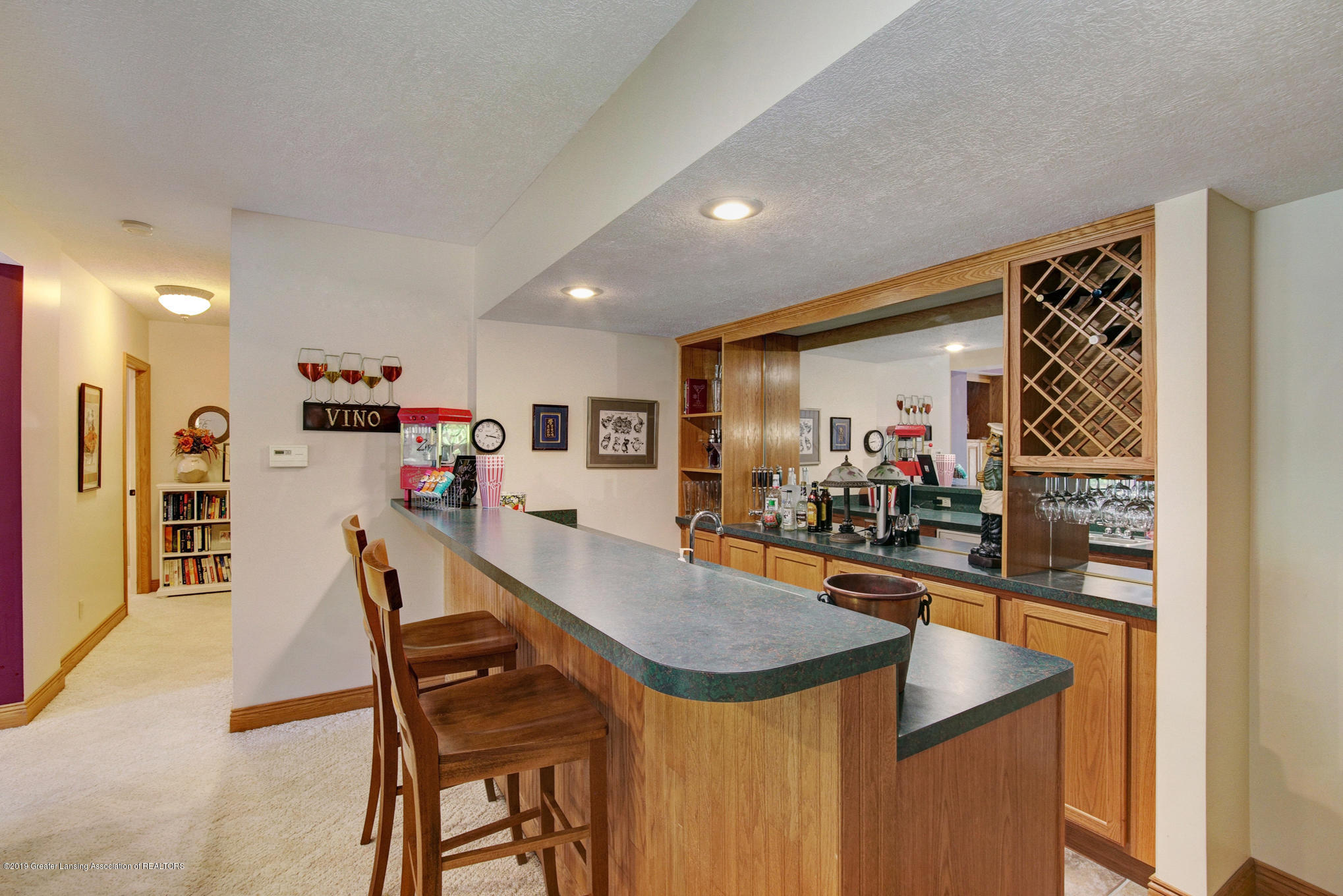 11801 Schavey Rd - Wet Bar w/ Mini Frig - 35