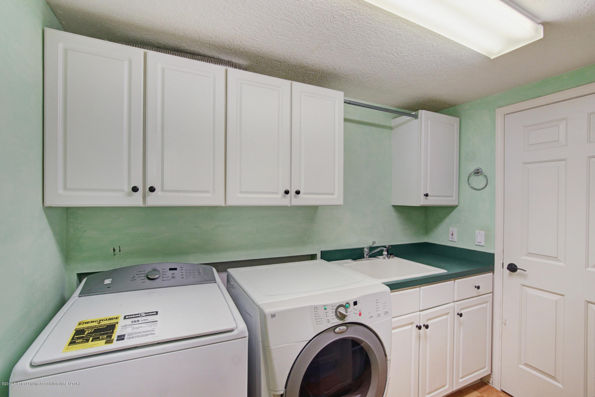 11801 Schavey Rd - Laundry - 36
