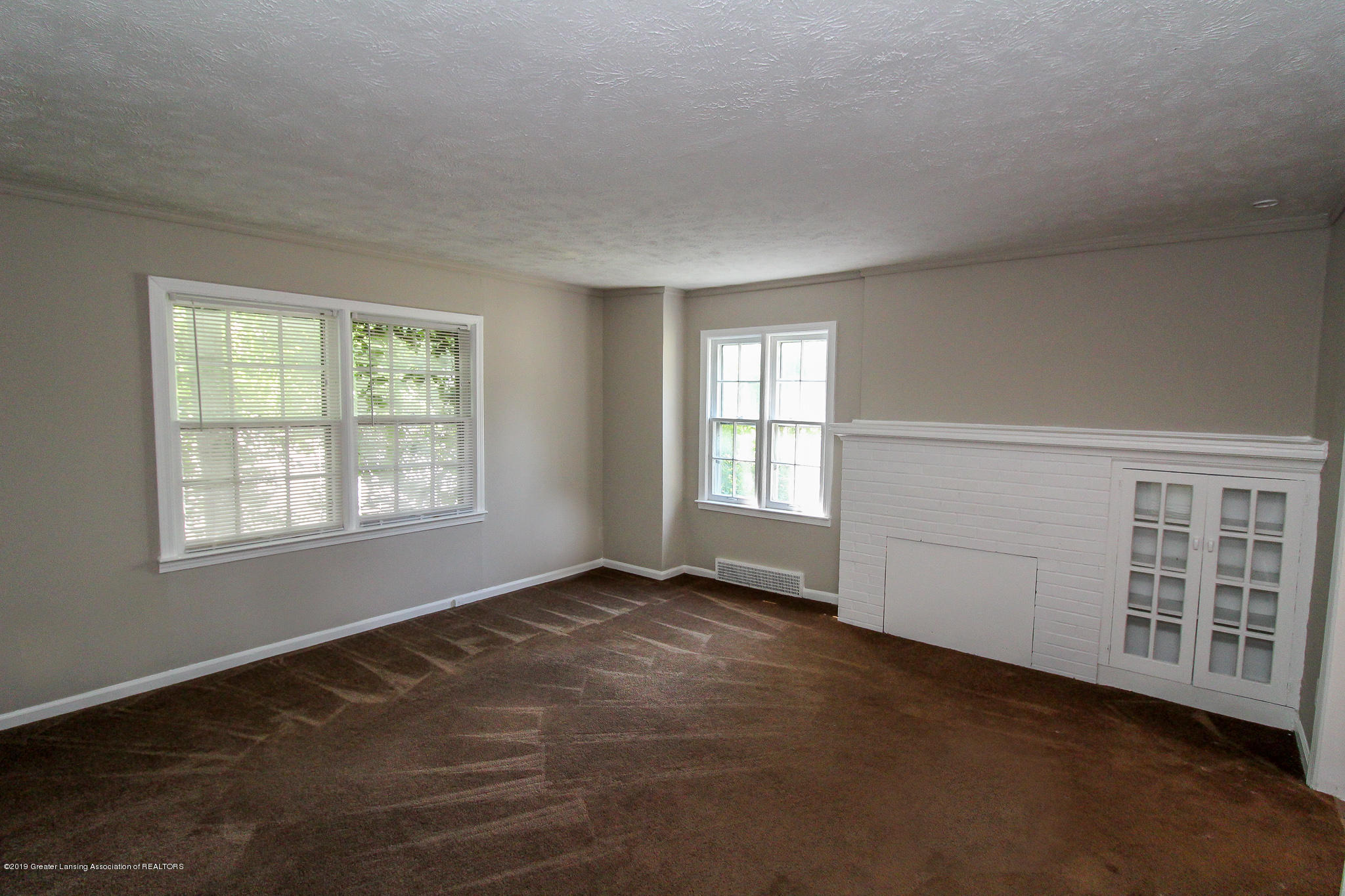 124 Northlawn Ave - 5 Living Room 1 - 2